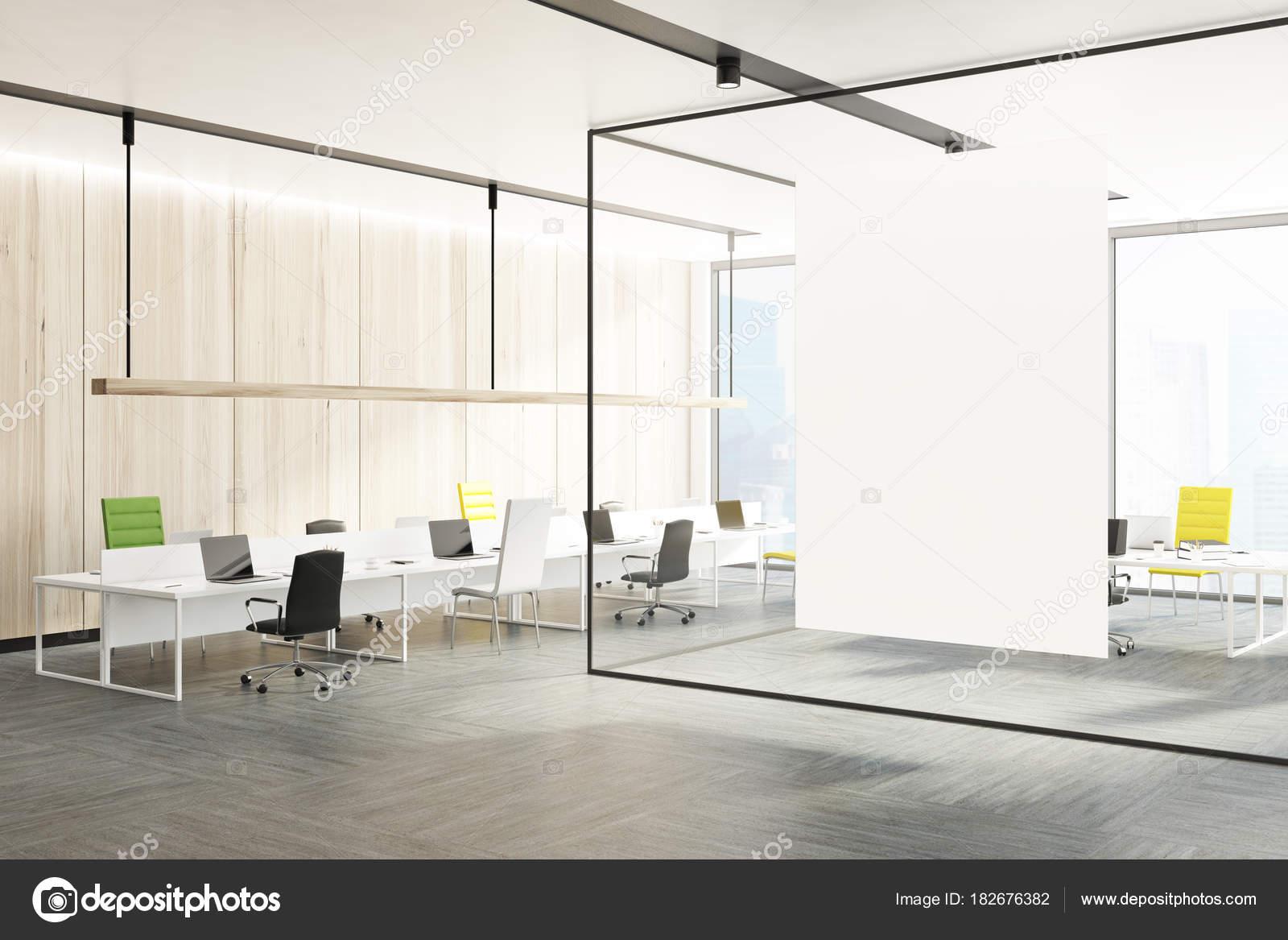 Parete Verde Ufficio : Sedie per ufficio interne verde e gialle parete u2014 foto stock
