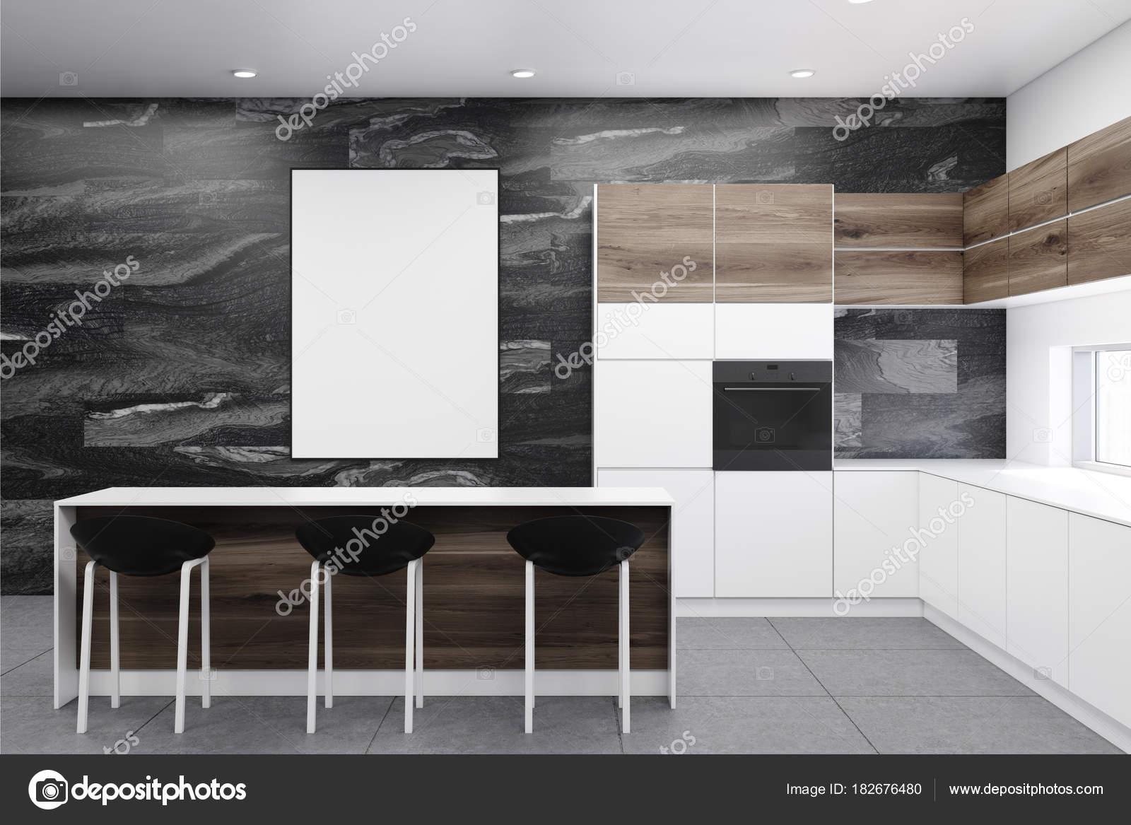 Cuisine en marbre noire avec une affiche — Photographie ...