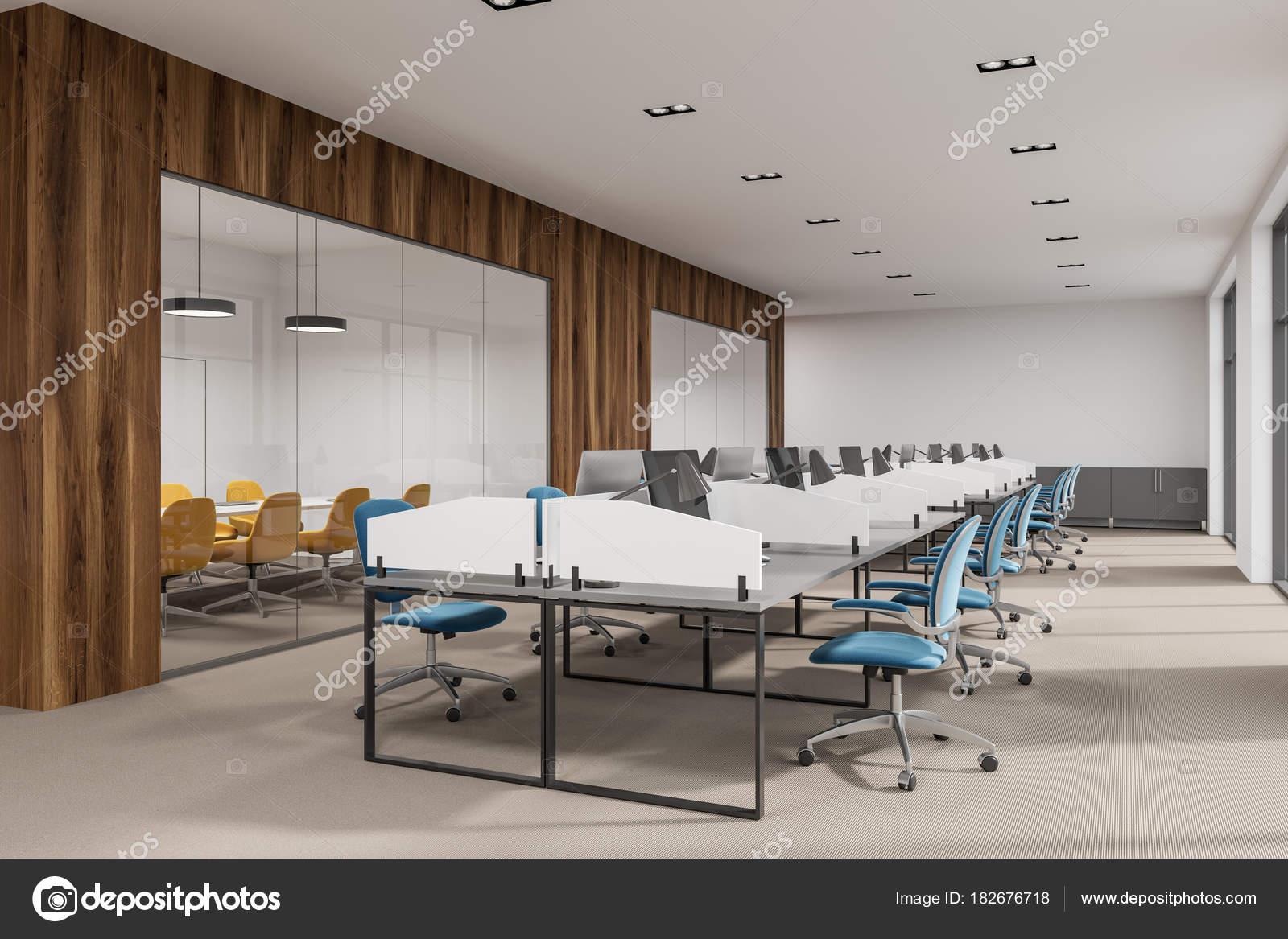 Sedie Ufficio Blu : Vista laterale interno di blu e rosso sedia ufficio u foto stock