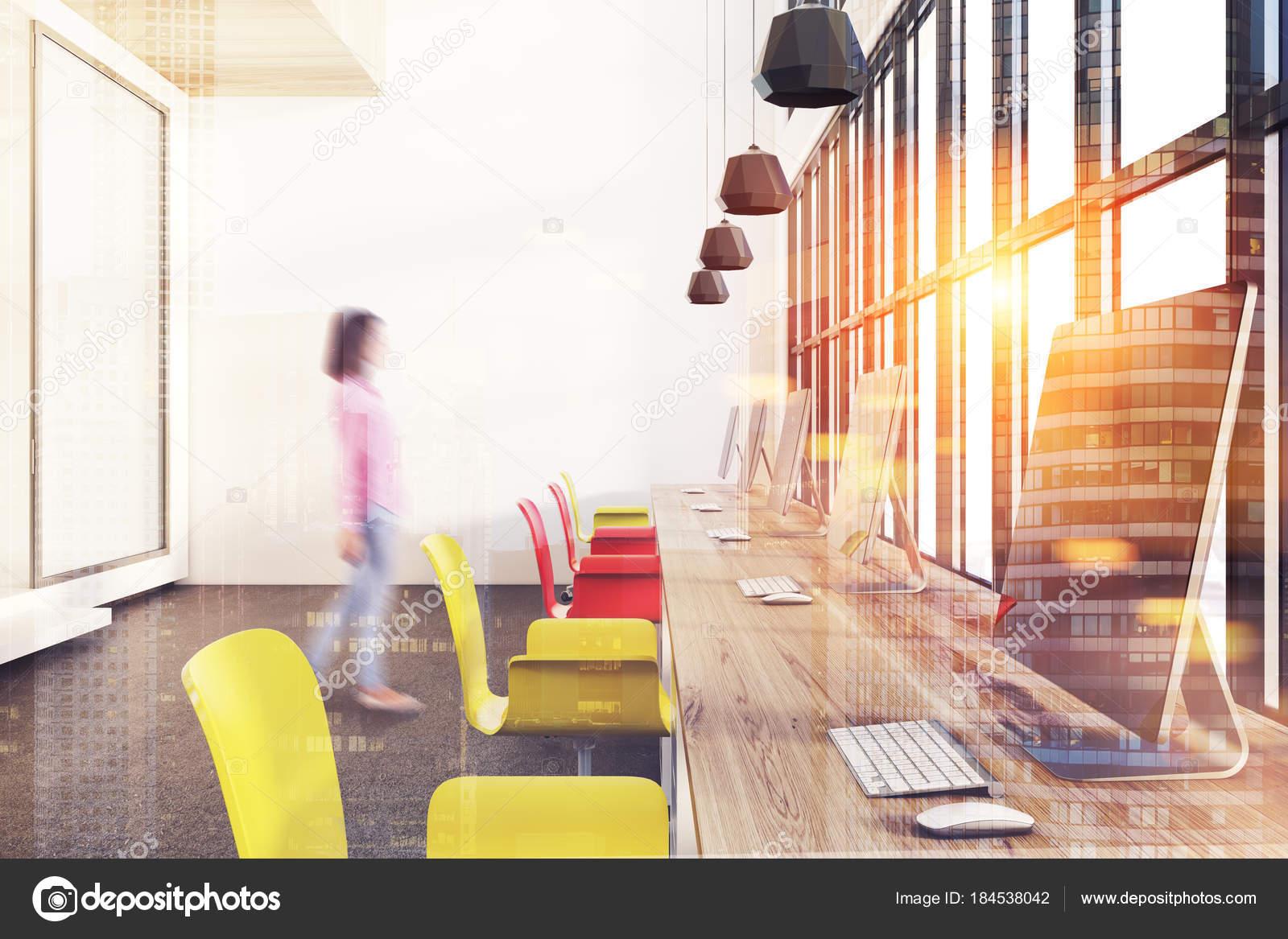 Sedie Ufficio Bianche : Aprire sedie ufficio giallo e rosso poster tonica u2014 foto stock