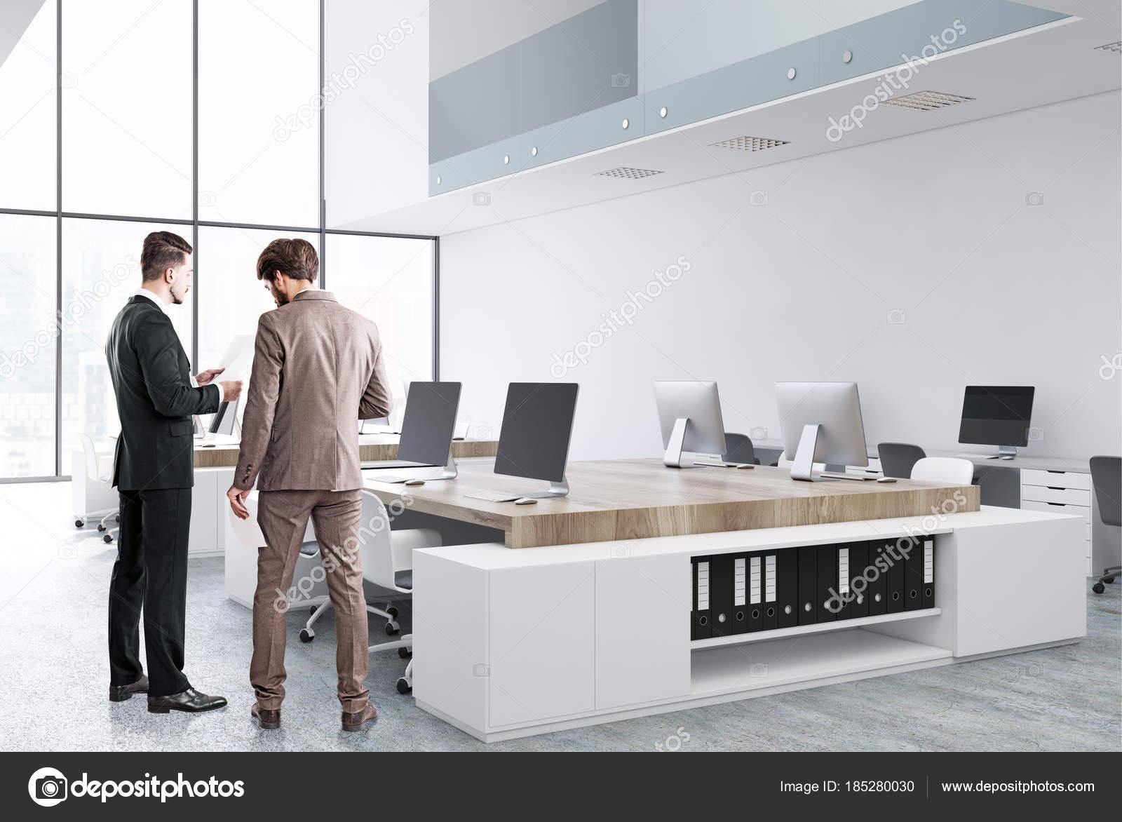 Ufficio Bianco E Legno : Angolo bianco e legno loft ufficio persone u foto stock