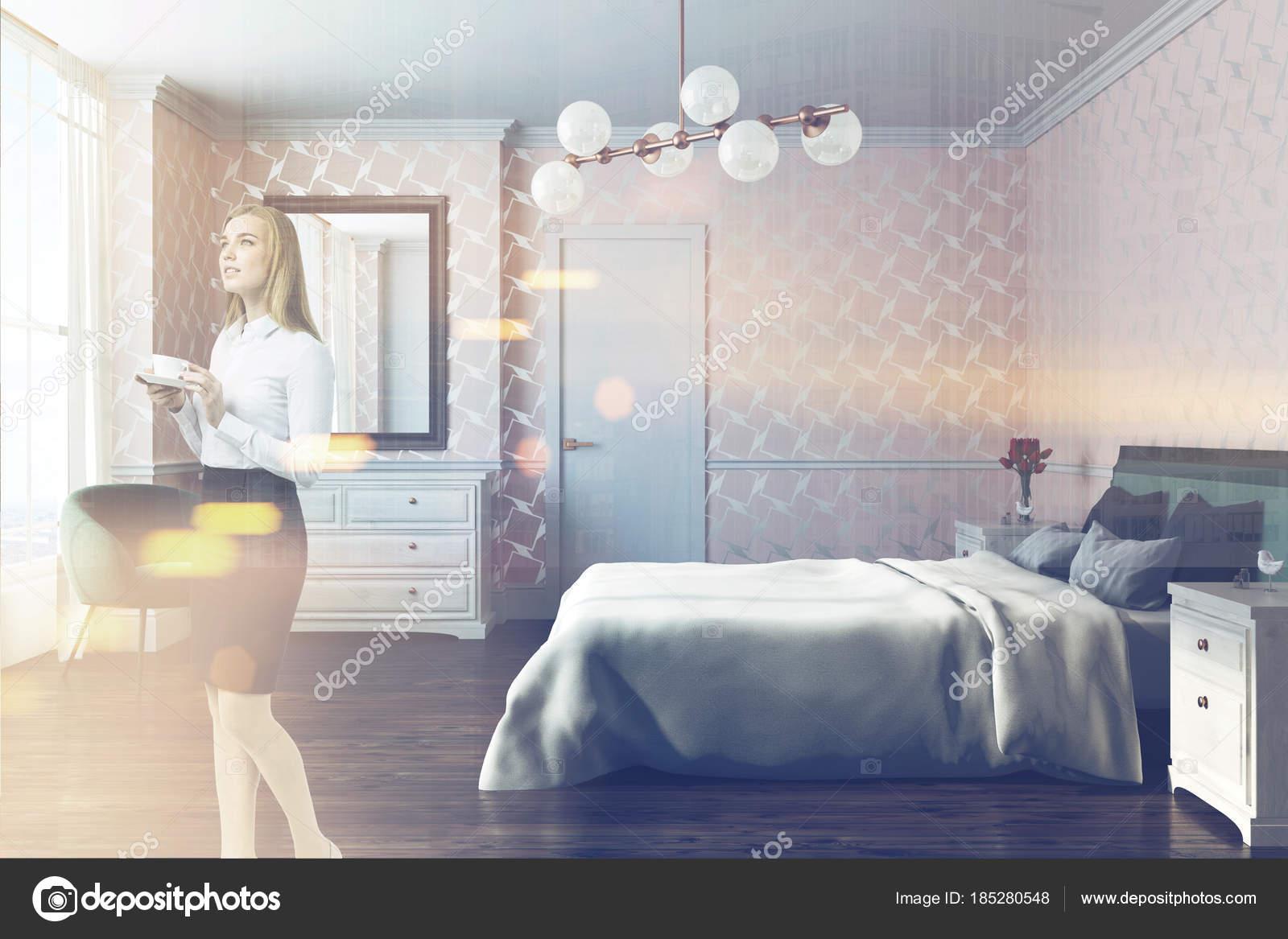 Vista di reticolo bianco camera da letto, poltrona, laterale tonica ...