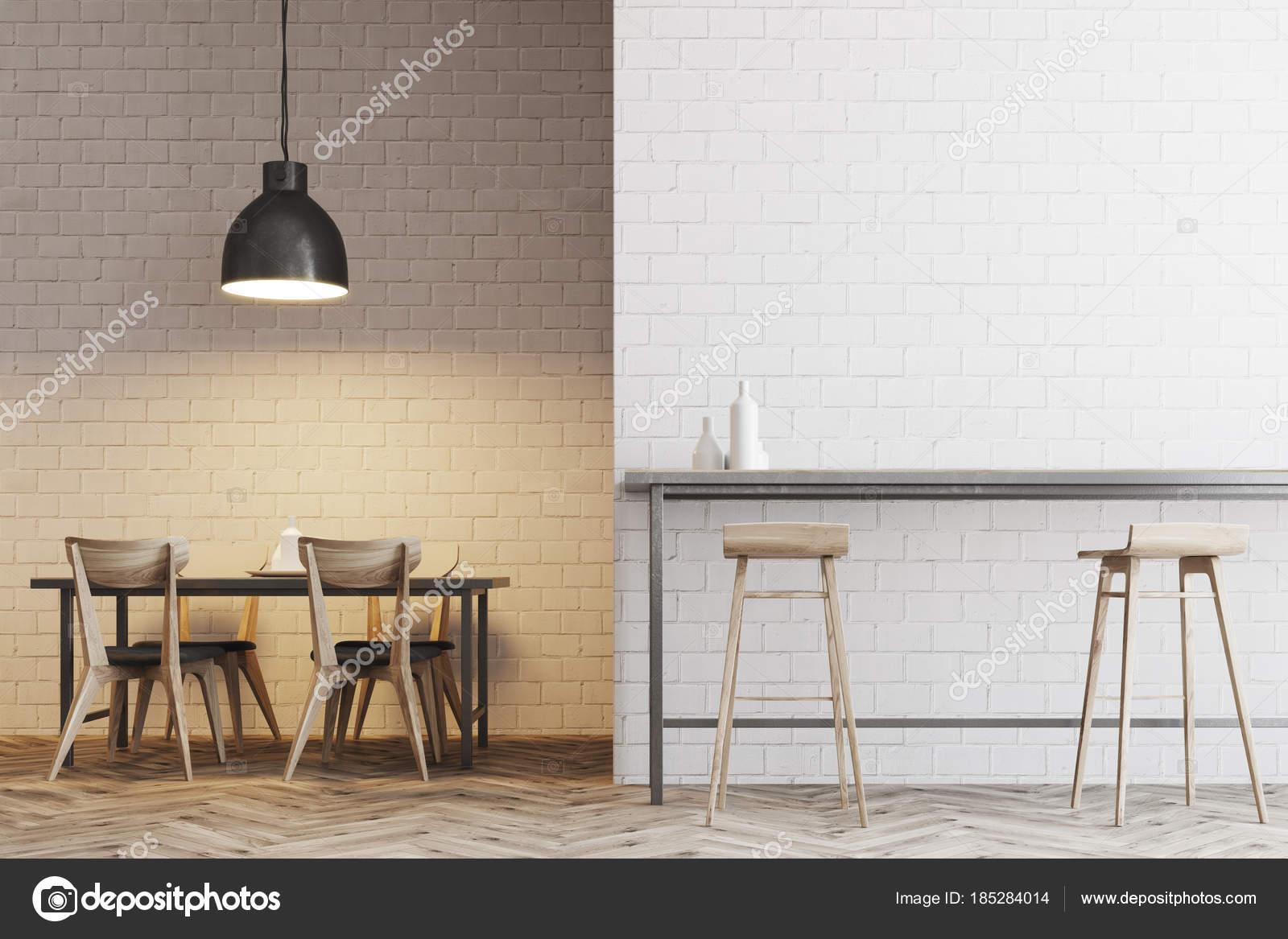 Bar interno la cena di mattoni bianchi con sgabelli u foto stock