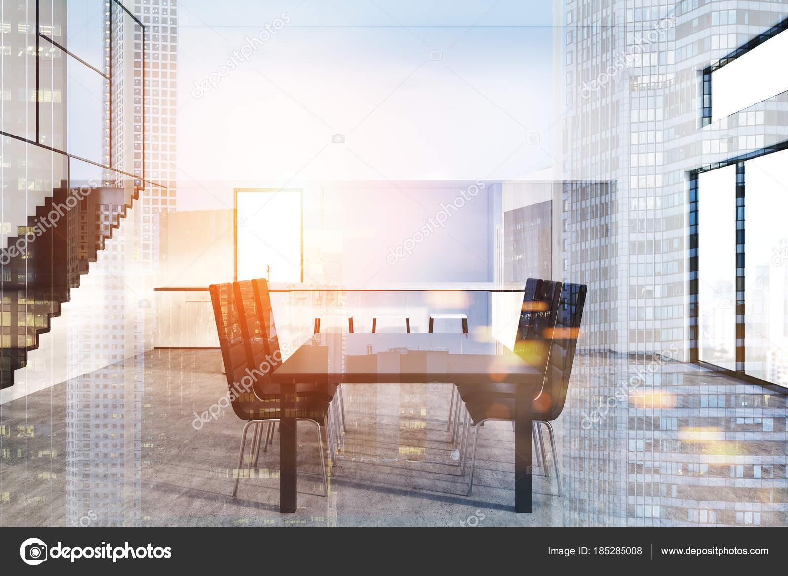 Tavoli Da Pranzo Design : Grigio tavolo da pranzo con sedie di design doppia u foto stock