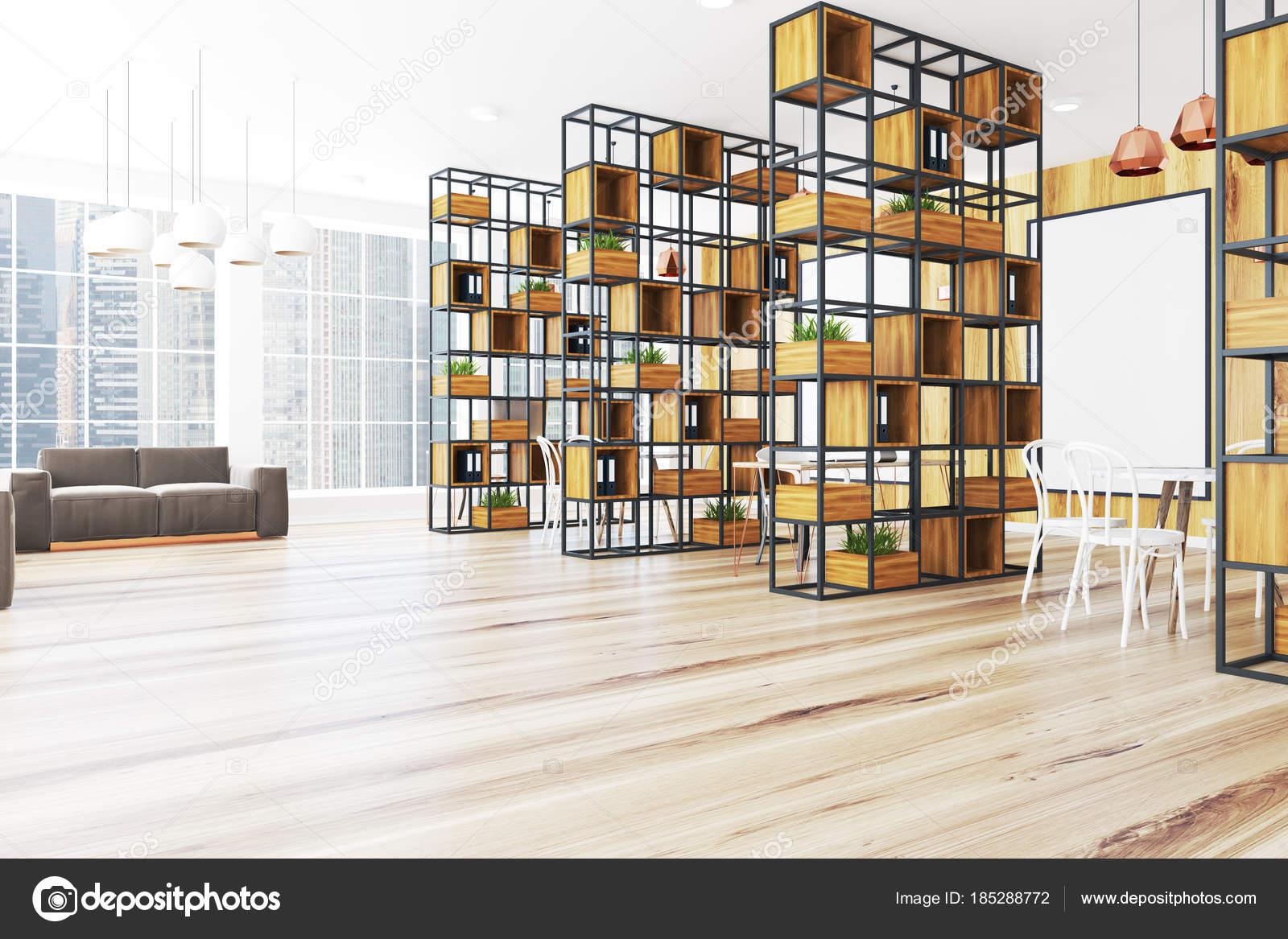 Esquina de oficina de madera, sofá gris, cartel — Fotos de Stock ...