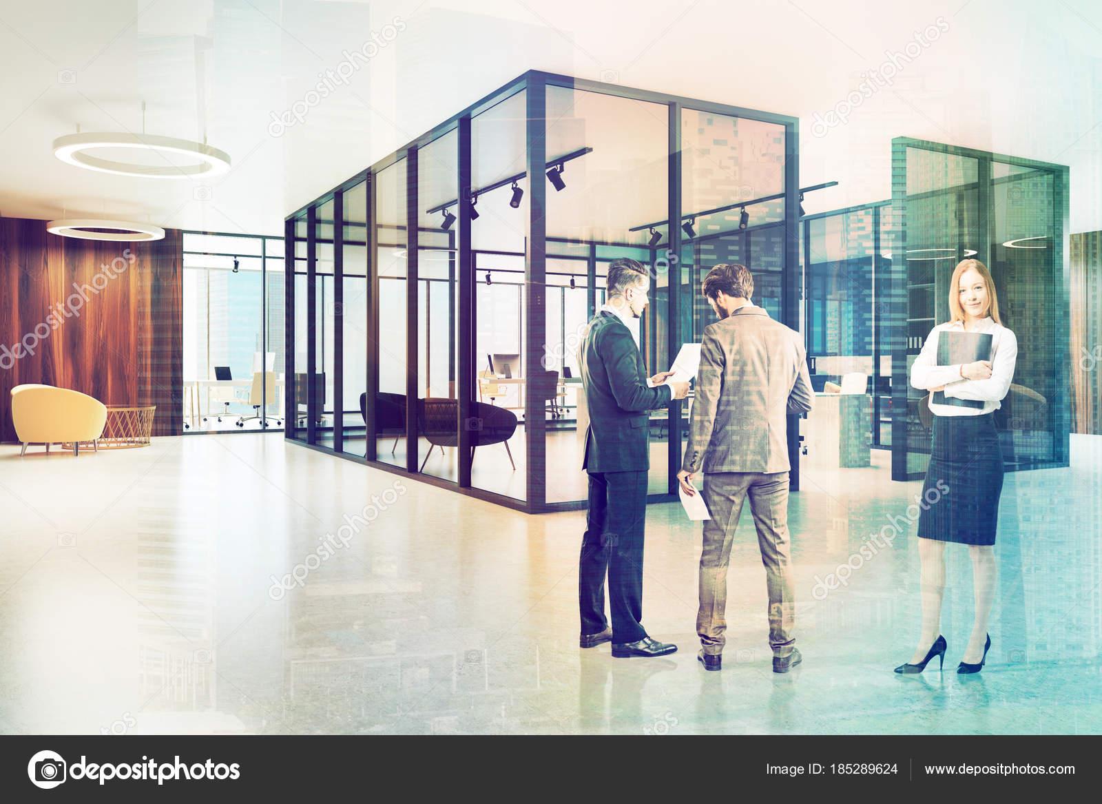 Poltrone Ingresso Ufficio : Ingresso dell ufficio in legno e vetro tonica u foto stock