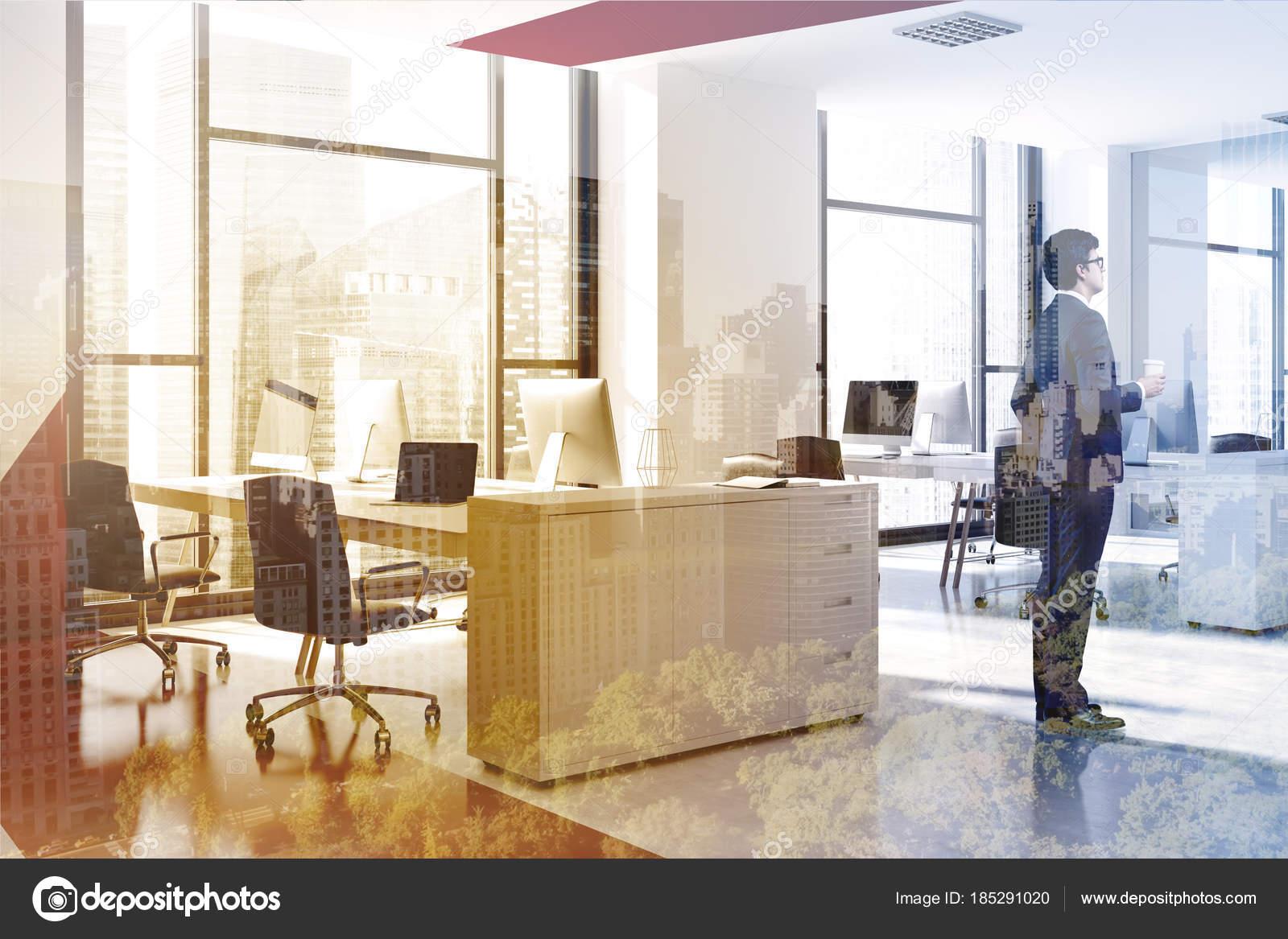 Ufficio Rosso E Bianco : Ufficio moderno di rosso e bianco uomo d affari vista laterale