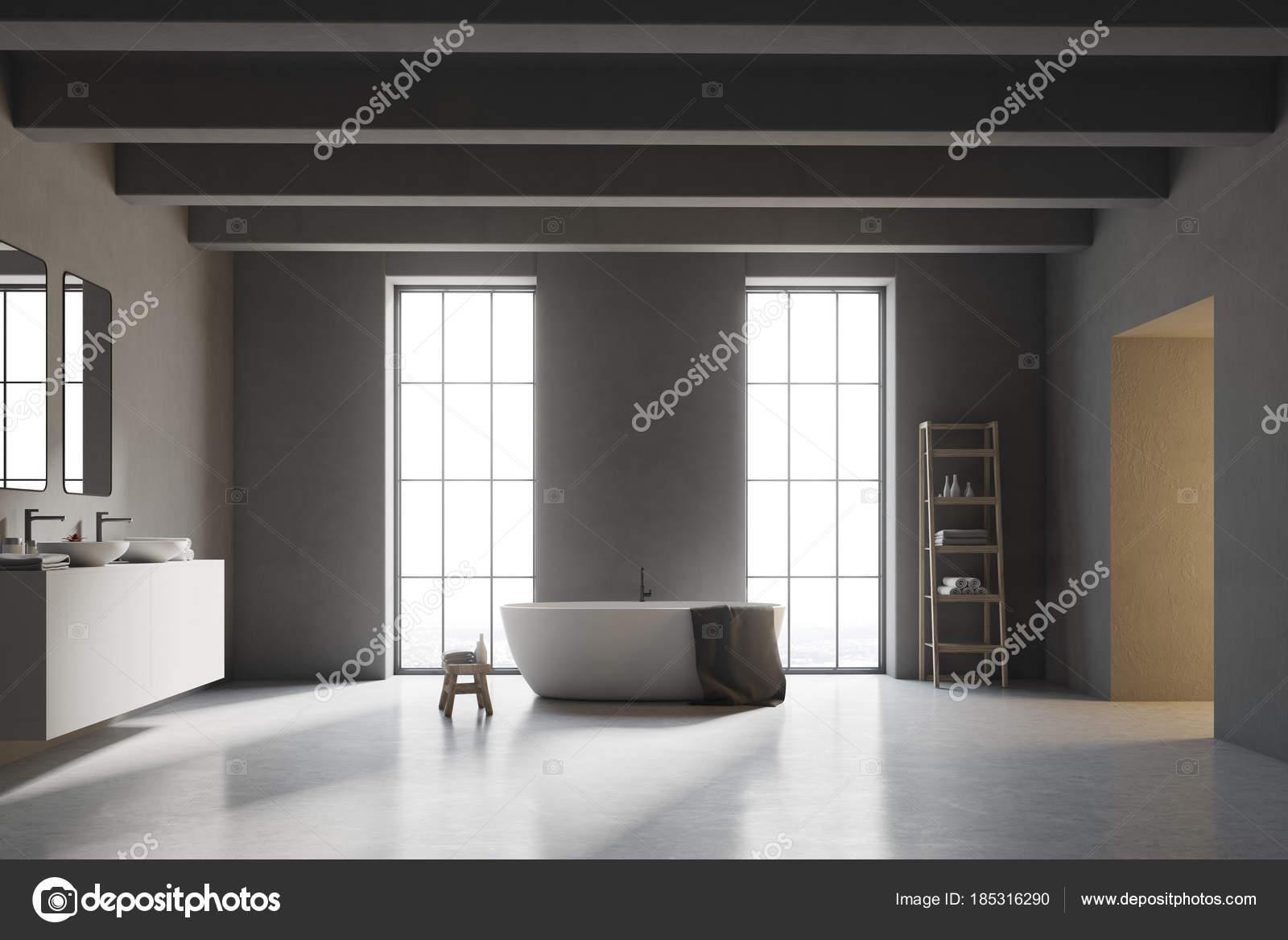 Pavimento Bianco Grigio : Interni di un bagno con pavimento bianco grigio u foto stock