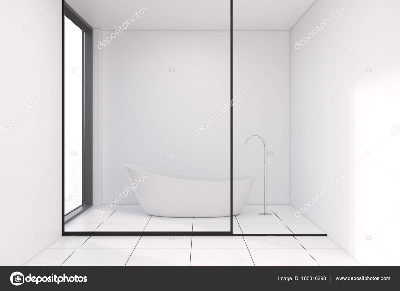 Vasca Da Bagno Vetro : Vetro parete bagno con una vasca bianca u foto stock