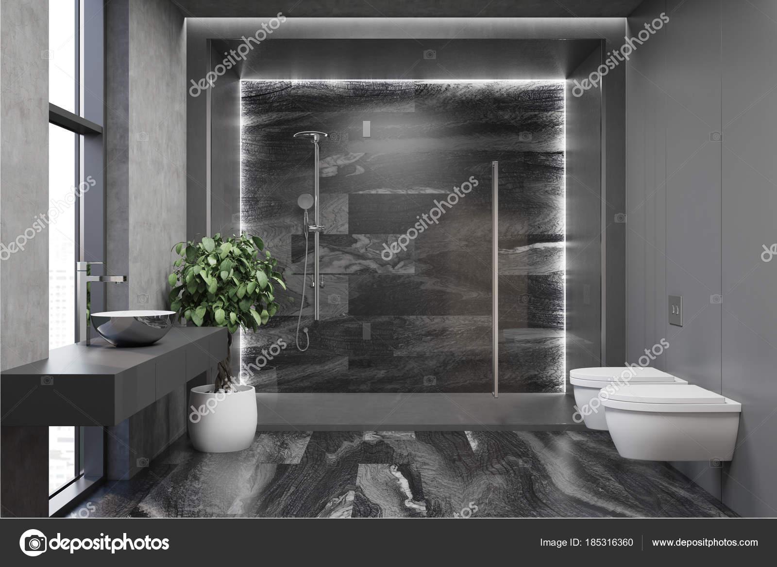 Interno del bagno moderno grigio u foto stock denisismagilov