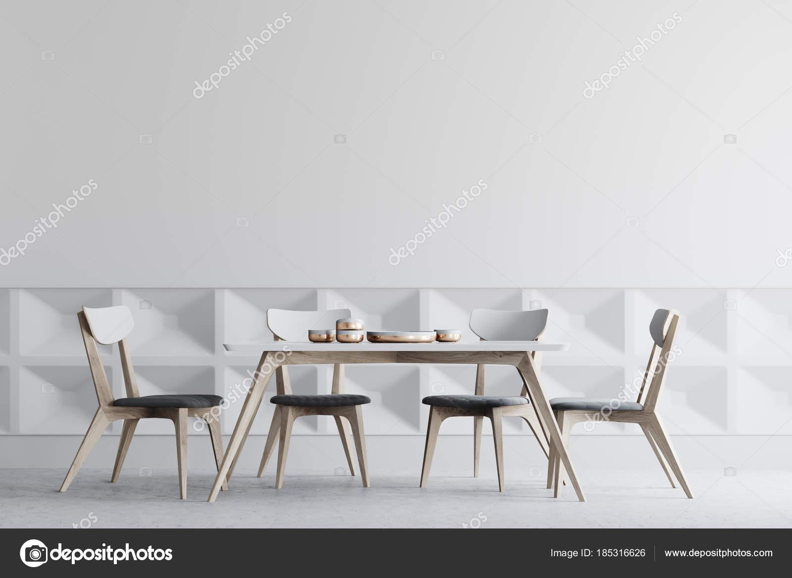 Wit interieur houten stoelen van eetkamer u stockfoto