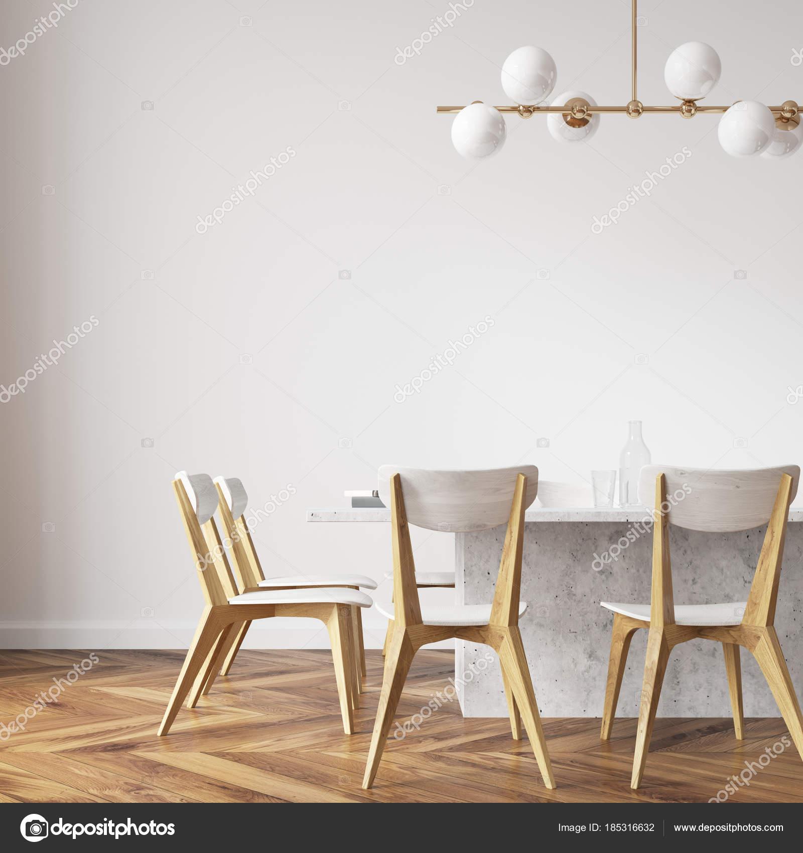 Chiuda il bianco tavolo da pranzo con sedie design — Foto Stock ...