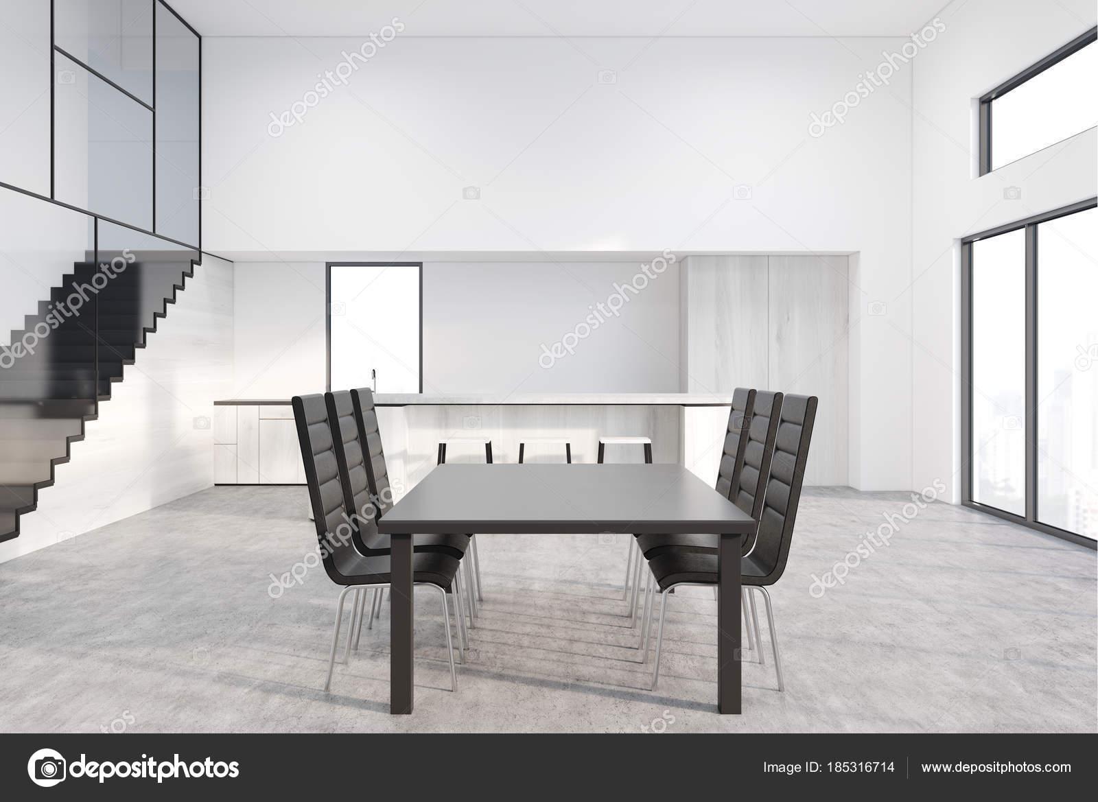 Grijze eettafel met design stoelen u stockfoto denisismagilov