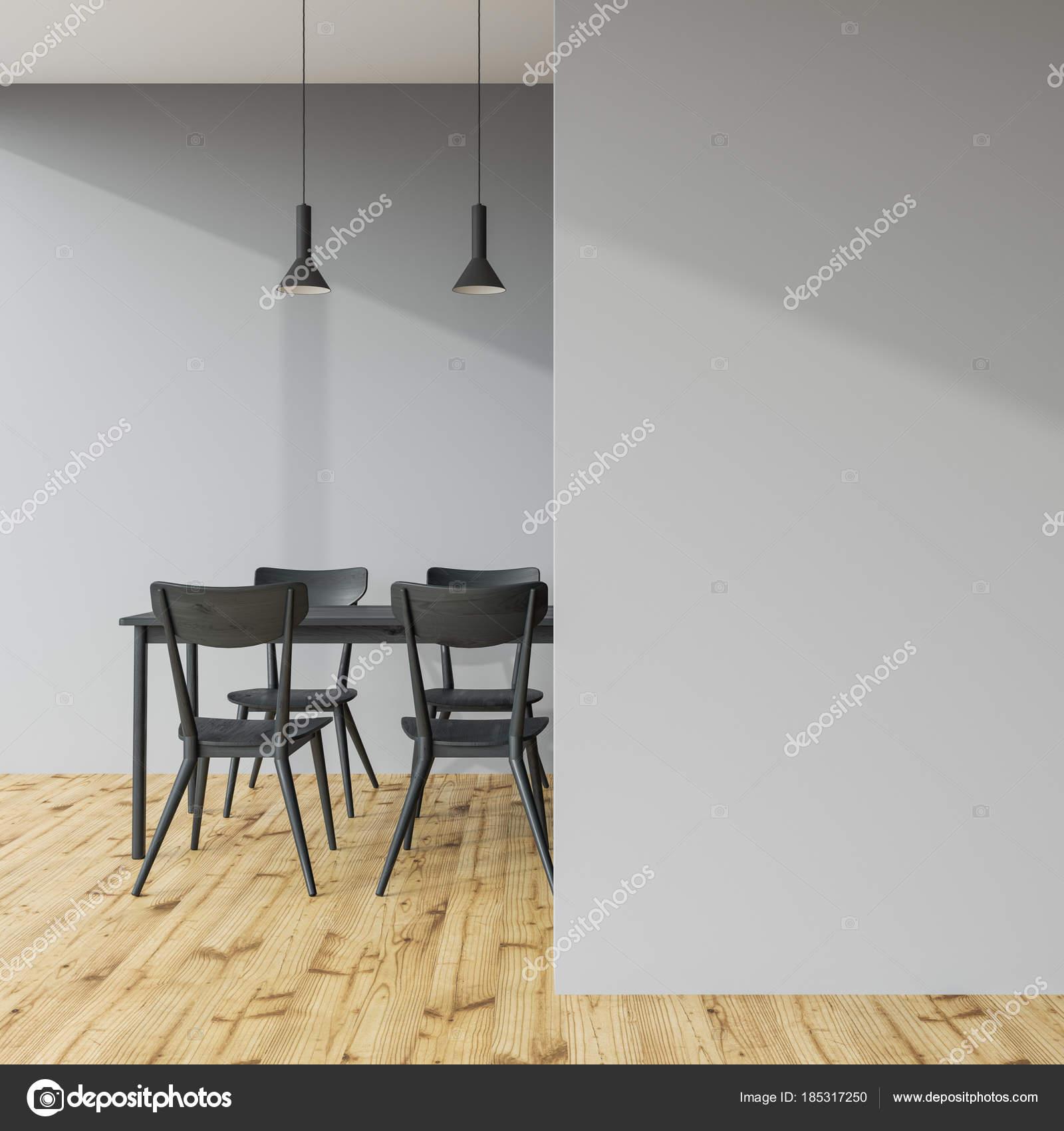Dunkel Graue Esstisch In Einem Grauen Raum Wand Stockfoto