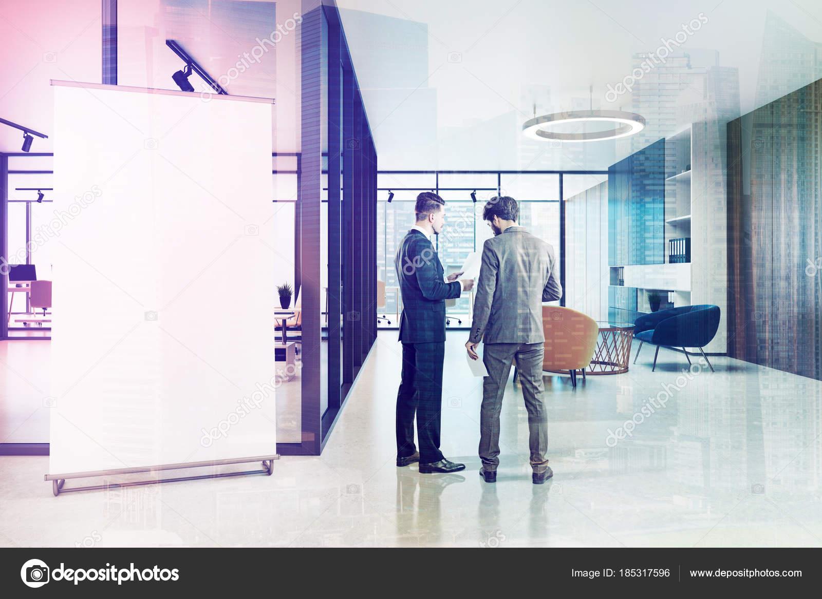 Poltrone Ingresso Ufficio : Ingresso dell ufficio in vetro grande striscione tonica u foto