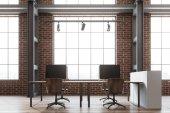 Cihlová zeď open space kanceláři, loft