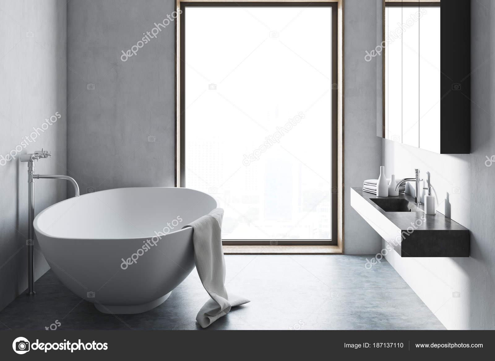Loft badkamer betonnen vloer u stockfoto denisismagilov