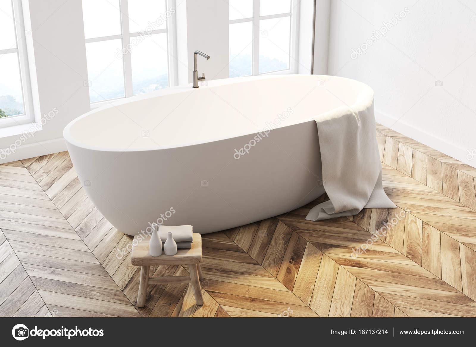 Vasca Da Bagno Vista : Vasca da bagno bianca vista dall alto u foto stock