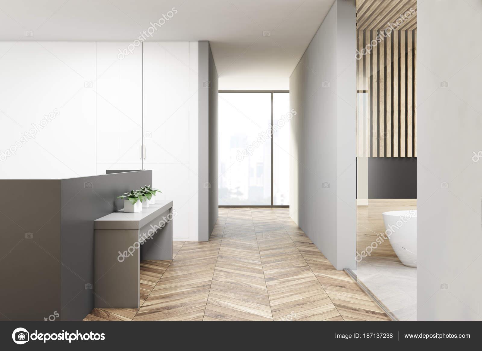 Modern appartement interieur badkamer u stockfoto