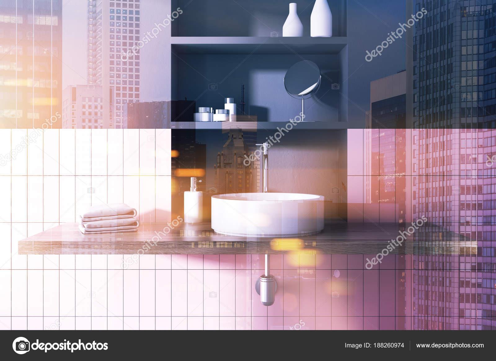 Couler dans un salle de bain rose et gris intérieur aux tons ...