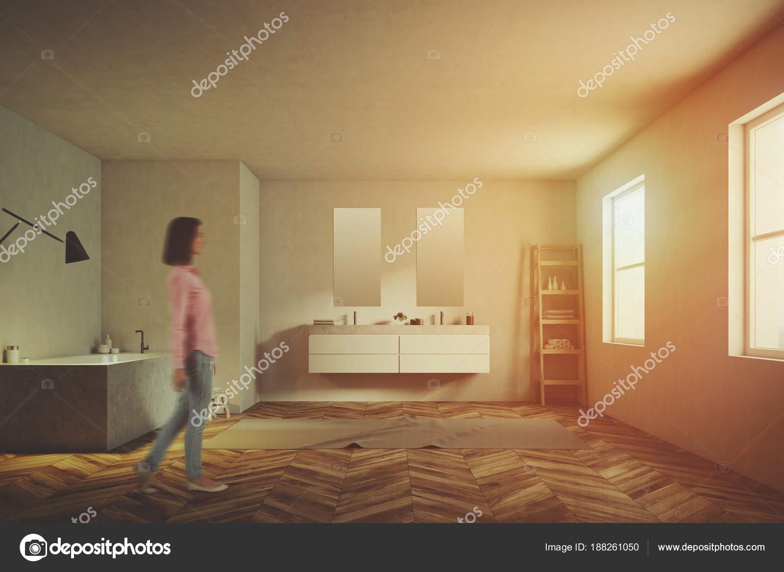 Luxe Badkamer Interieur : Luxe badkamer interieur witte muren toned u2014 stockfoto