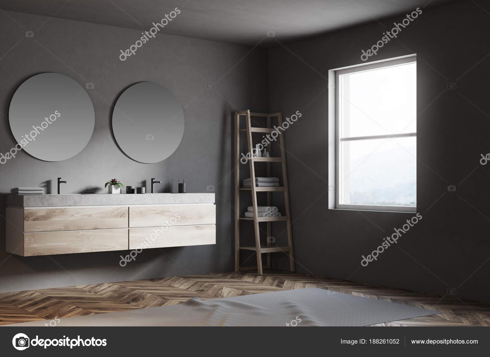 Angolo di una stanza da bagno specchi rotondi u foto stock