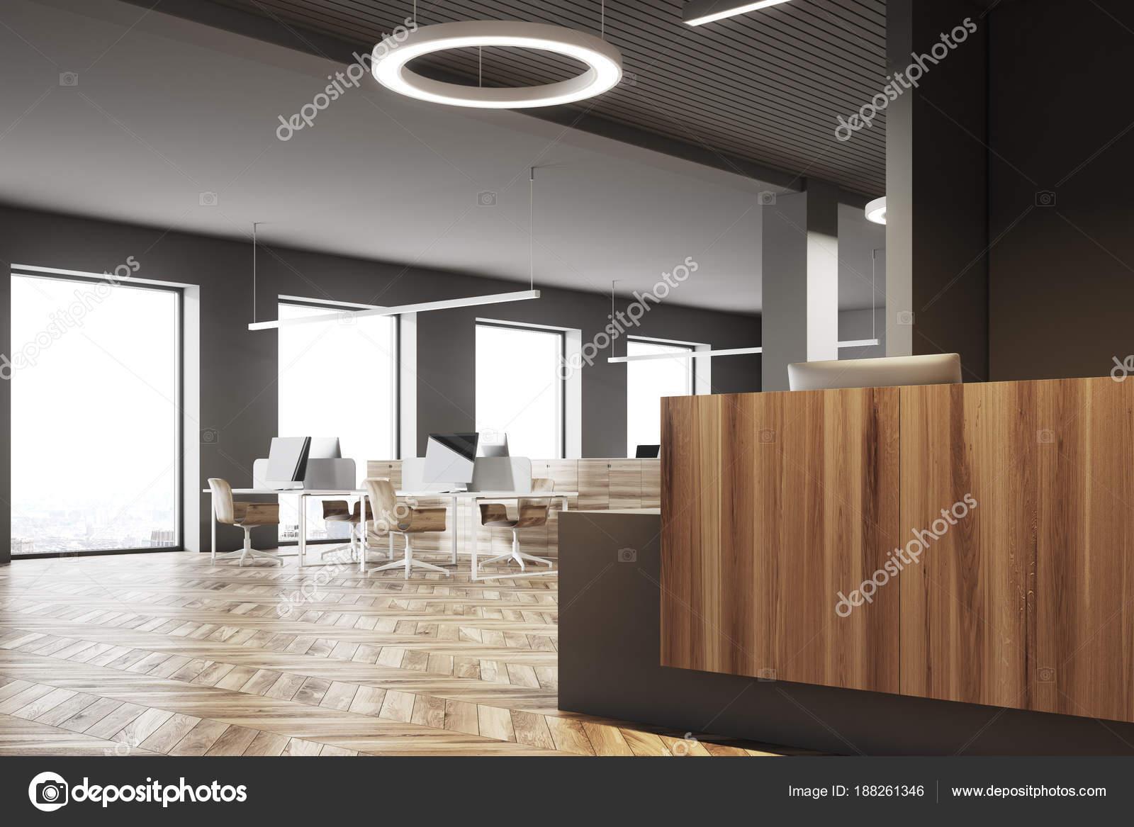 Bureau sombre et en bois accueil ouvert côté espace