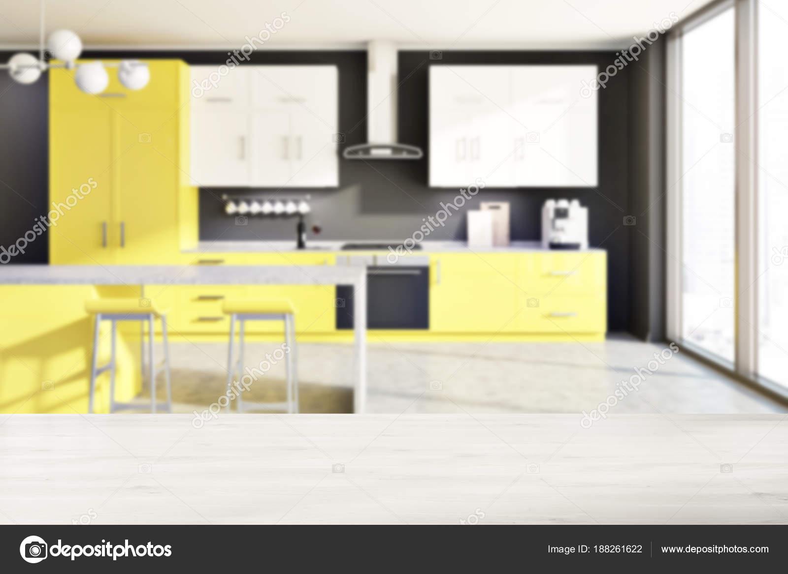 Banconi da cucina grigio, giallo, tabella sfocatura — Foto Stock ...