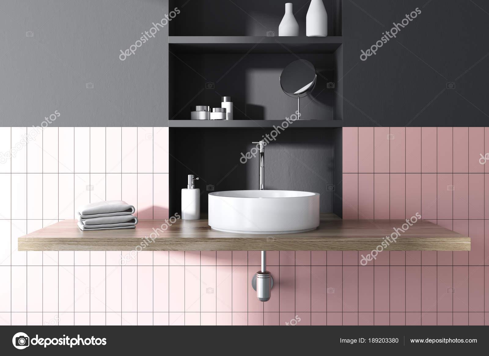 Lavello tondo in un interno di rosa bagno piastrellato e nero con ampia  toiletry scaffali dietro di esso. rendering 3D mock up \u2014 Foto di