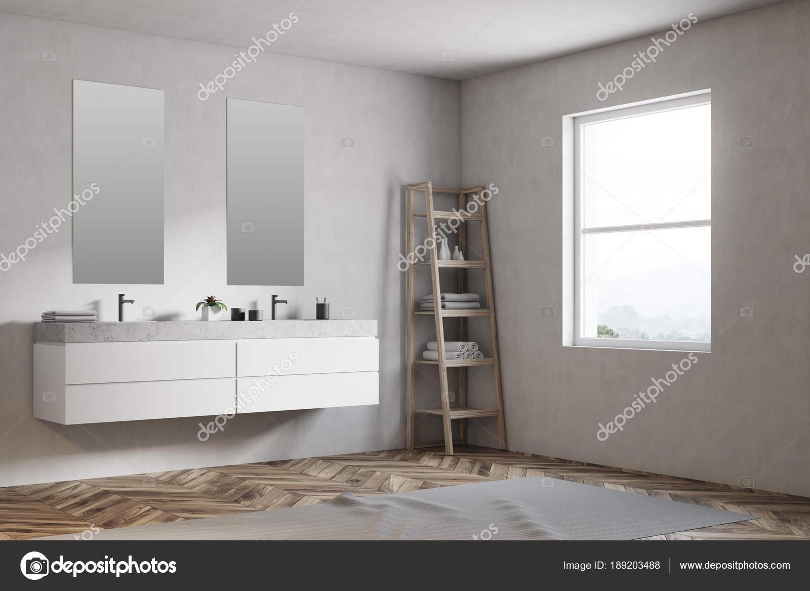 Dubbele wastafel badkamer interieur venster u stockfoto