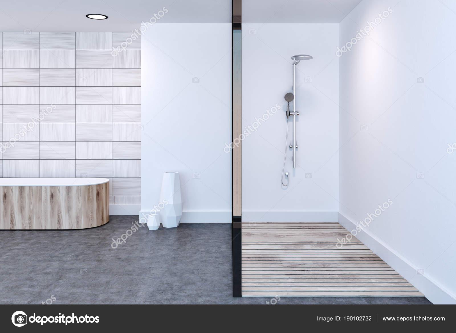 Weiß geflieste Badezimmer, Dusche und Badewanne — Stockfoto ...