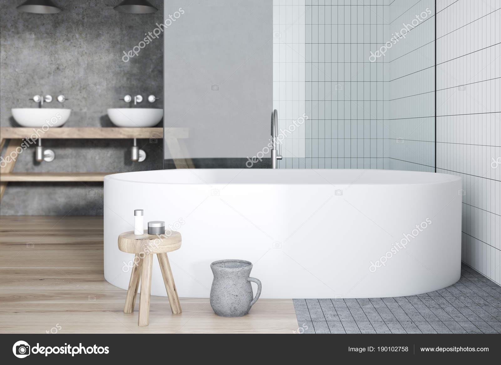 белая плитка интерьер ванной комнаты ванной и раковиной стоковое