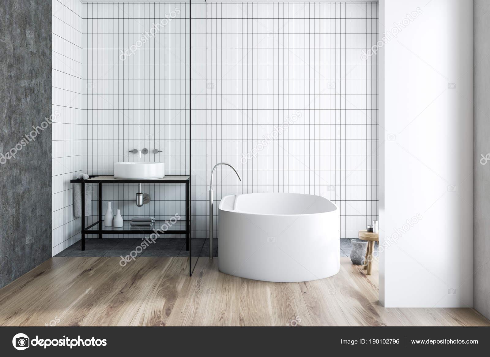 Innenraum, weiße Fliesen im Bad — Stockfoto © denisismagilov ...