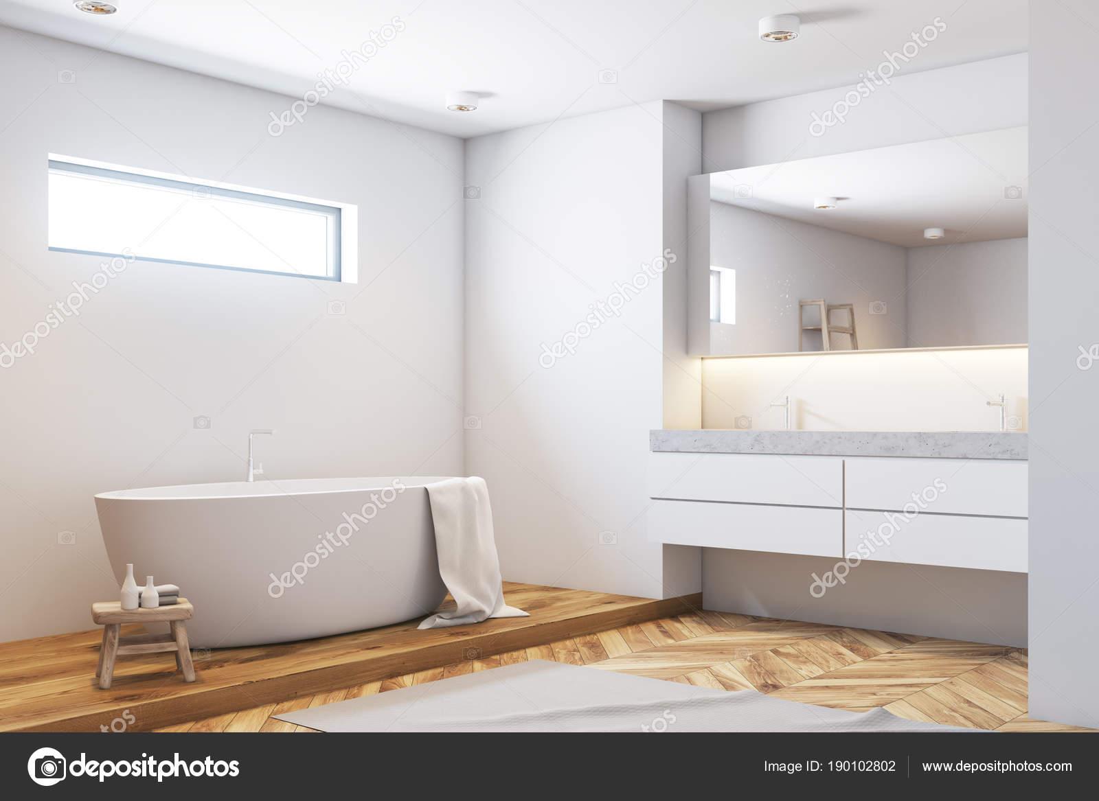 Vasca Da Bagno Stretta : Vasca da bagno bianca angolo bianco legno u foto stock