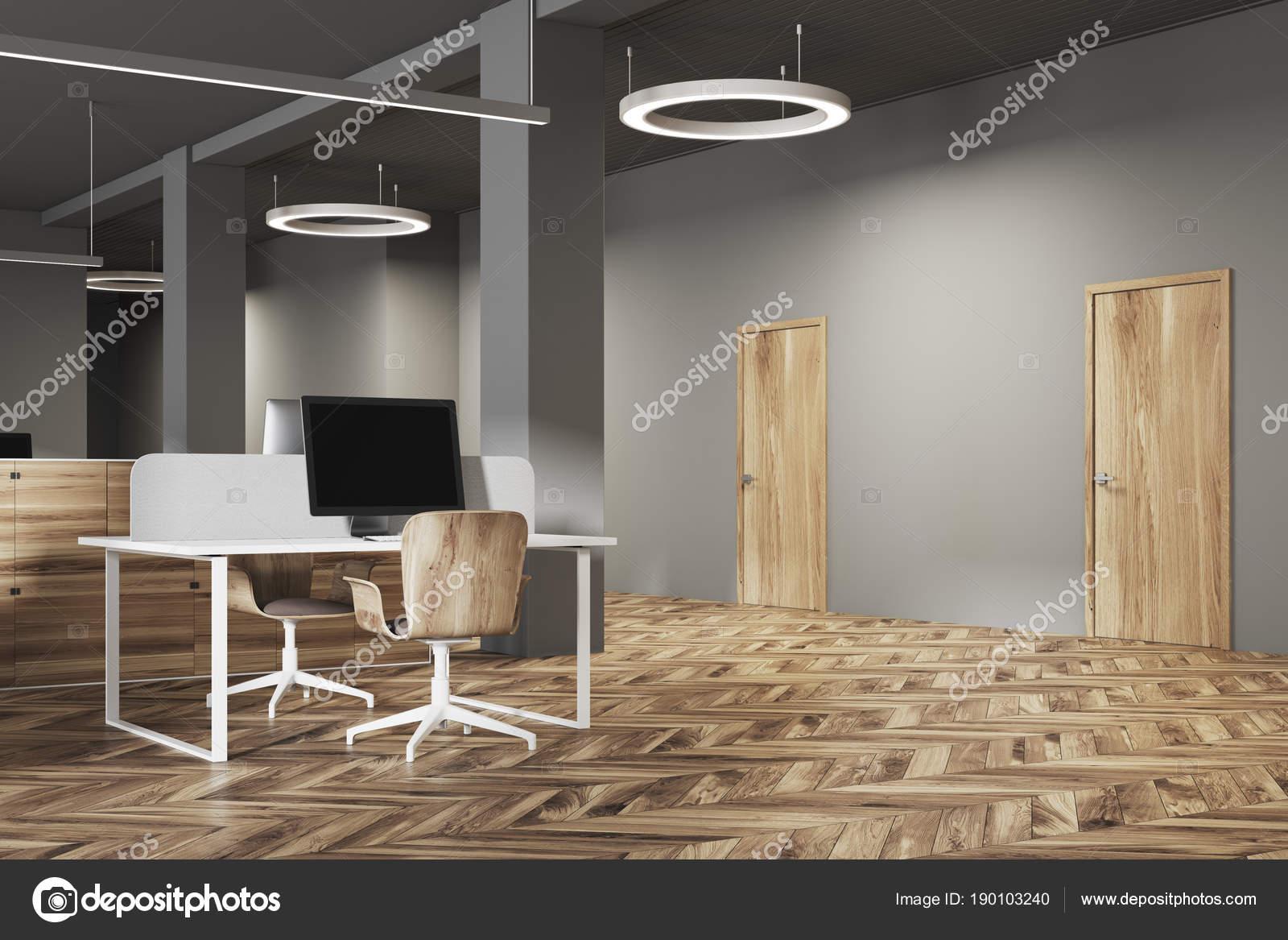 Côté intérieur sombre et en bois bureau bouchent u photographie