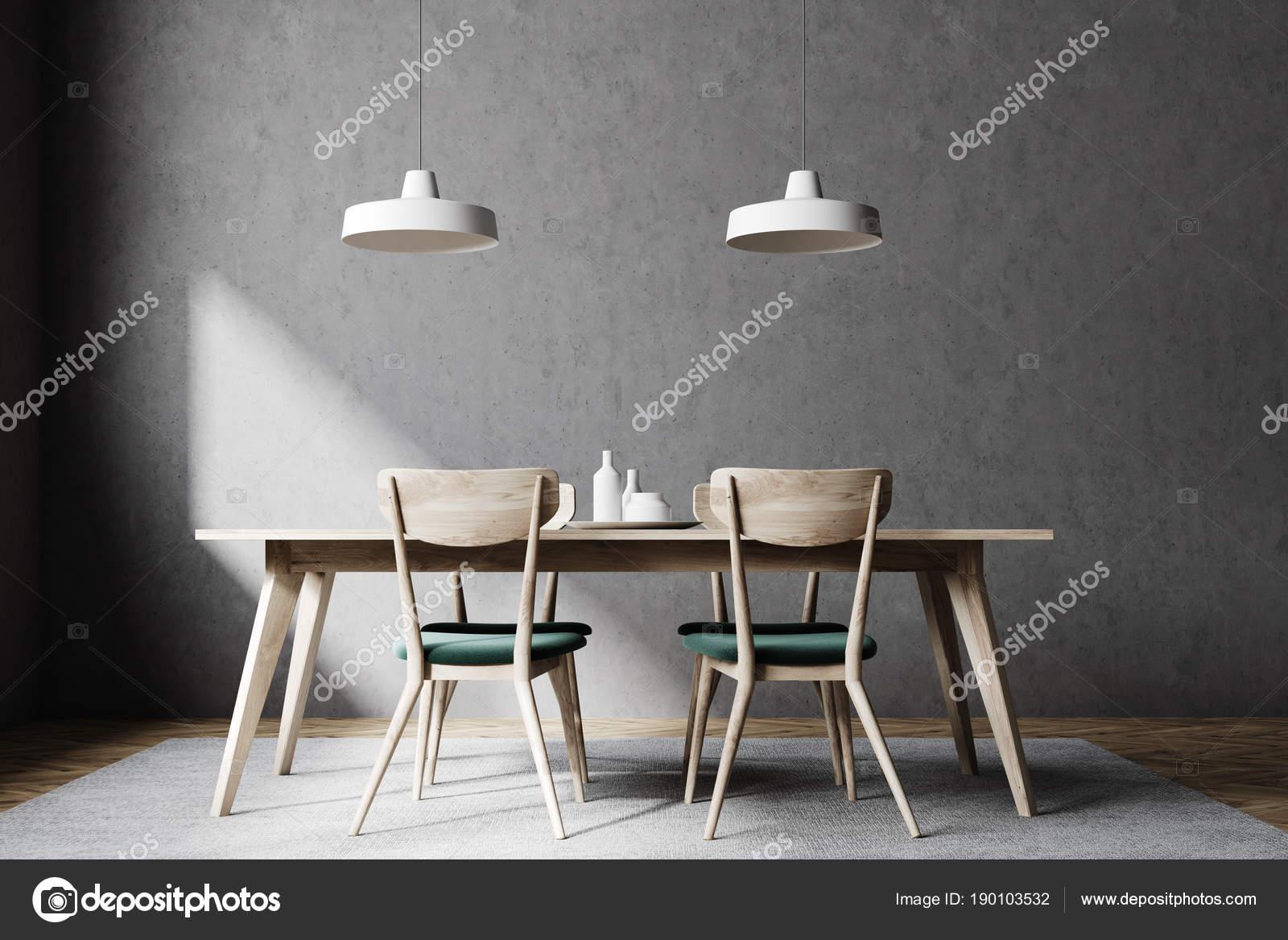Concrete eetkamer interieur houten stoelen u stockfoto