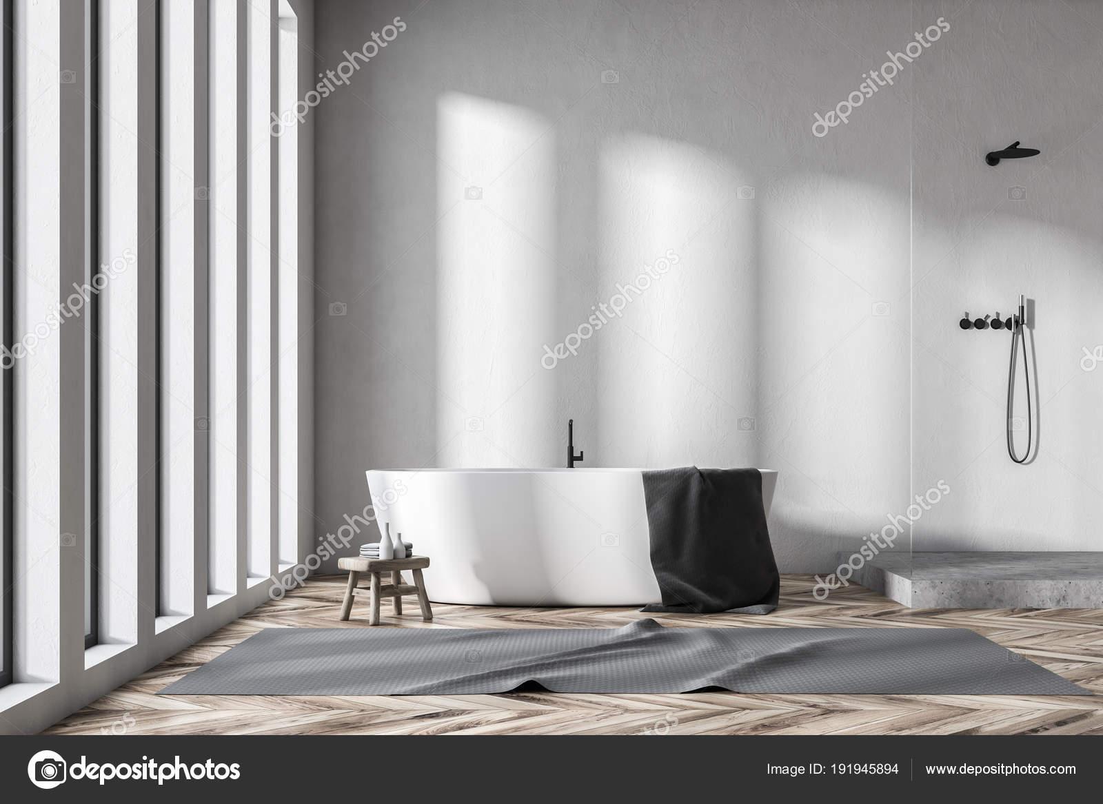 Loft bianco bagno interno doccia u foto stock denisismagilov