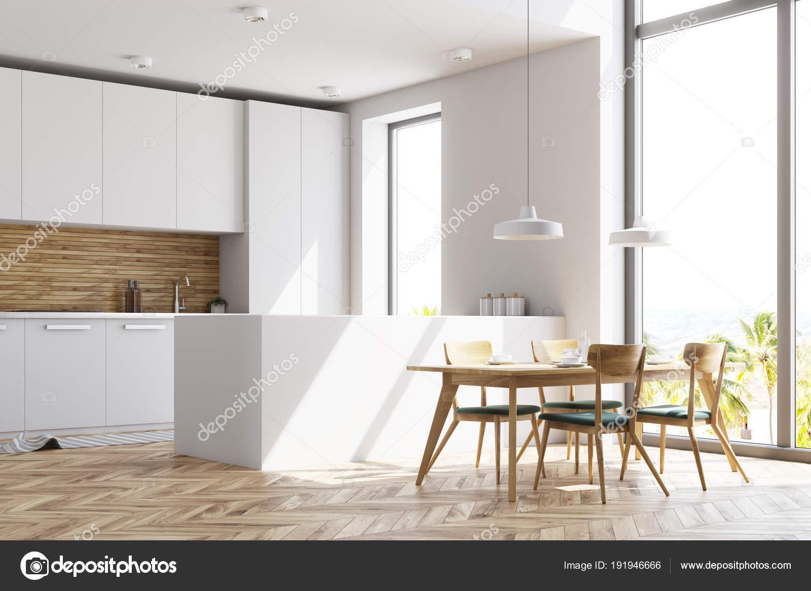 Cucina bianca e legno con una tabella, vista laterale — Foto Stock ...