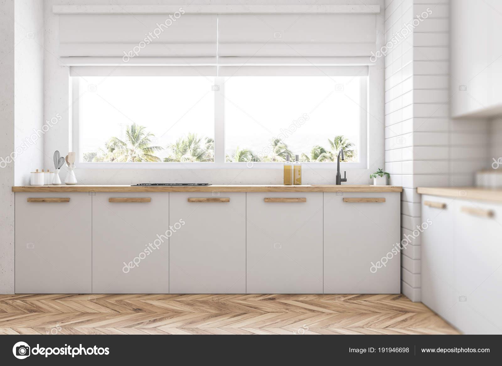 Piani cucina bianco sotto la finestra — Foto Stock © denisismagilov ...