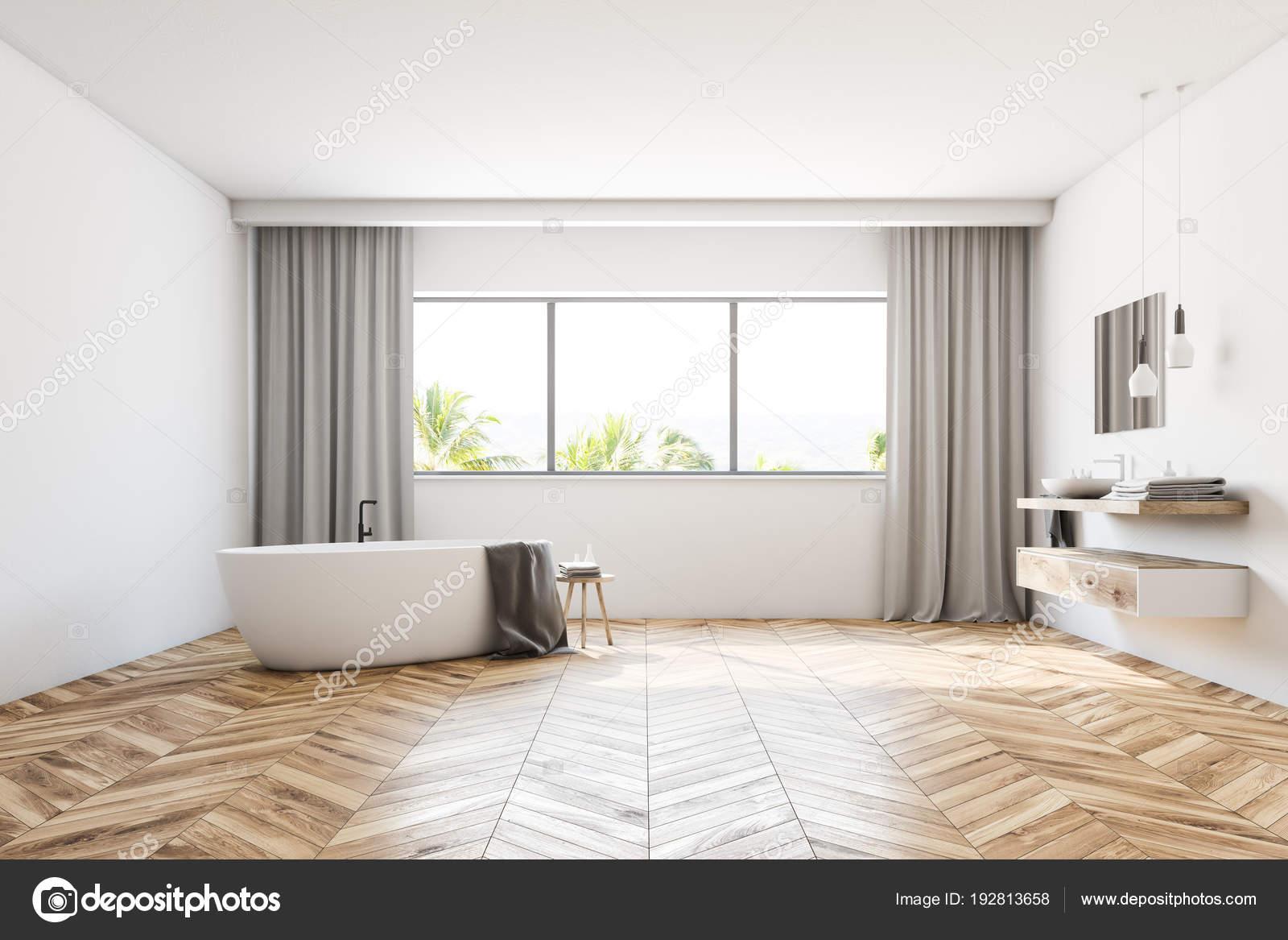 witte badkamer met gordijnen stockfoto
