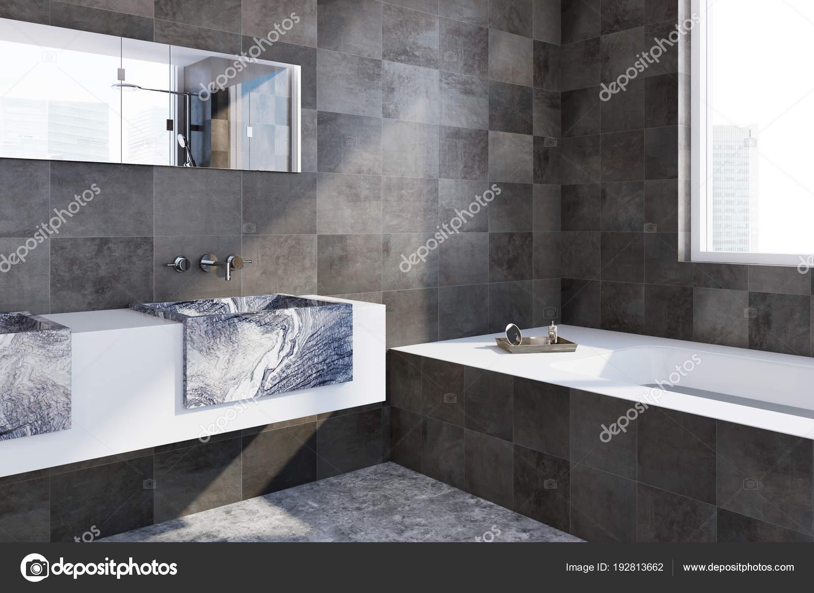 Mooie Betegelde Badkamers : Zwarte betegelde badkamer hoek u stockfoto denisismagilov