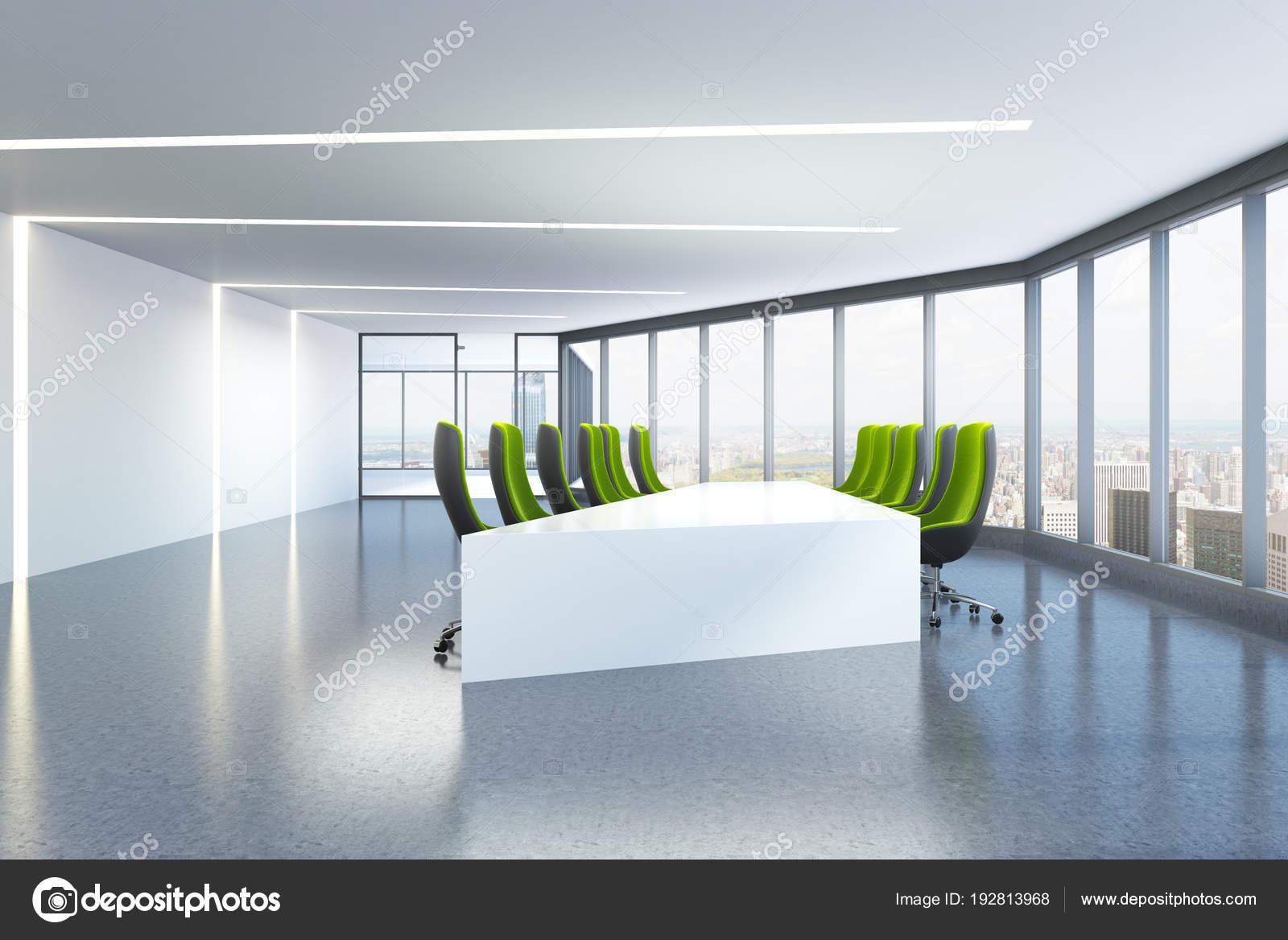 Sala riunioni panoramica sedie verdi triangolare u foto stock