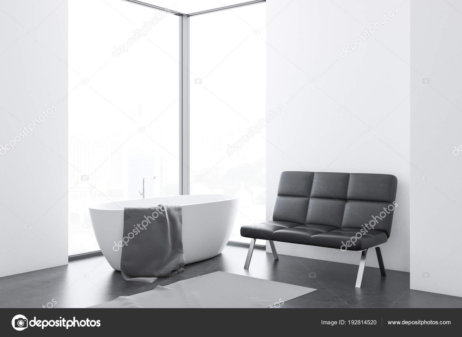 Weißes Badezimmer mit einer Bank — Stockfoto ...