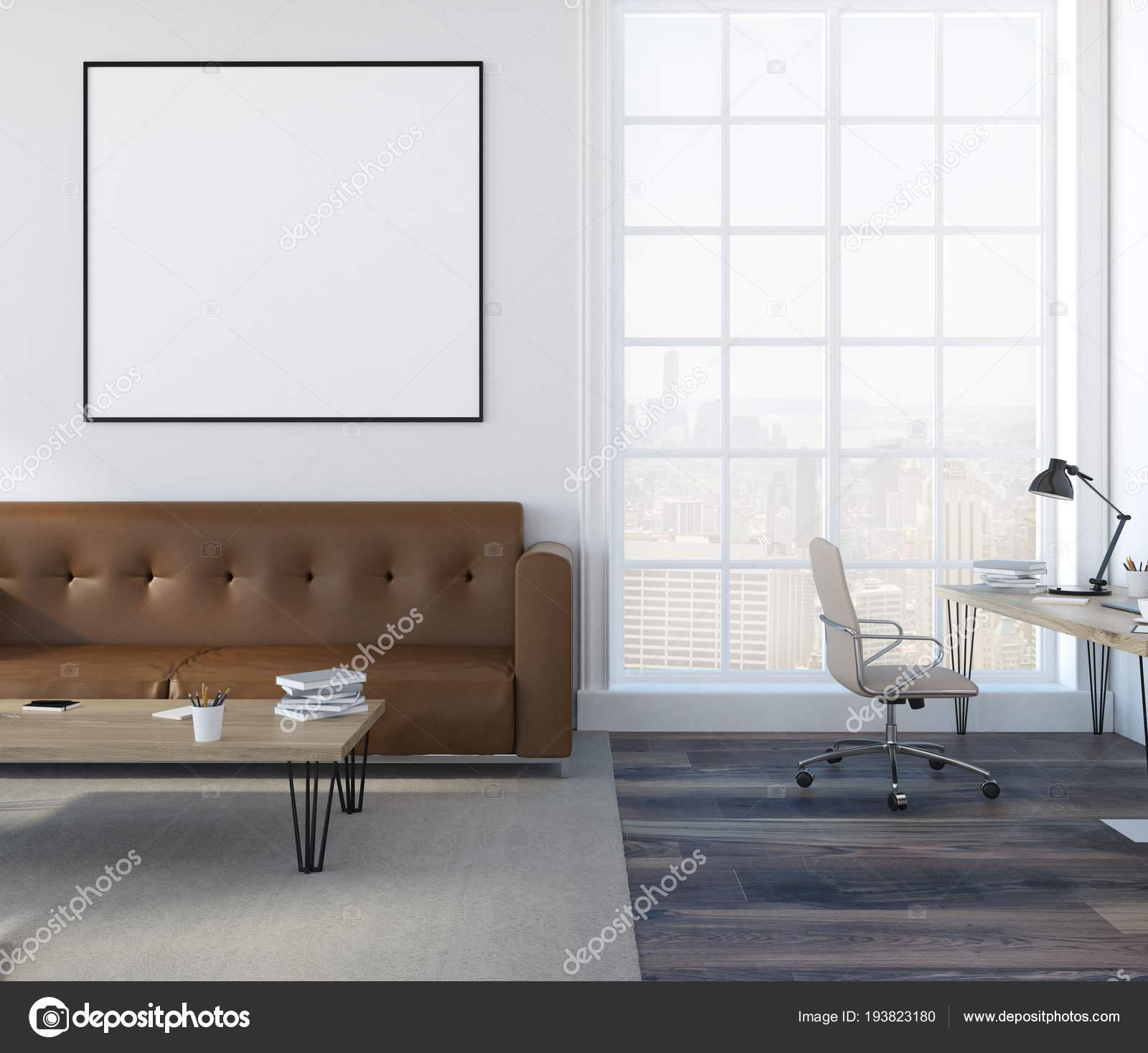 Weiße Wand Wohnzimmer Interieur Mit Einem Weichen Braunen Sofa ...