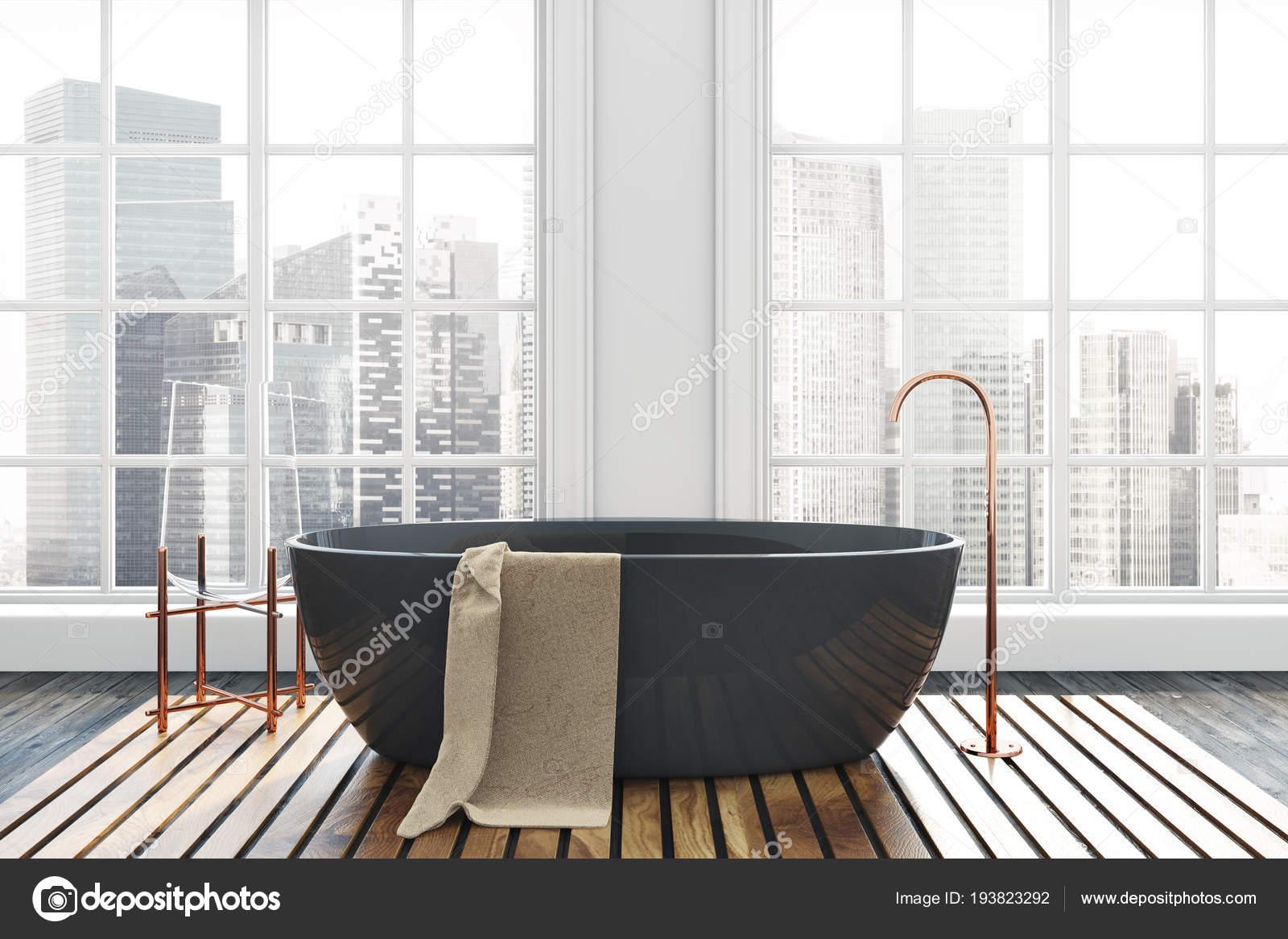 intrieur de salle de bain de luxe avec un plancher de bois sombre murs blancs et dune baignoire noire un beau paysage vu travers les fentres rendu