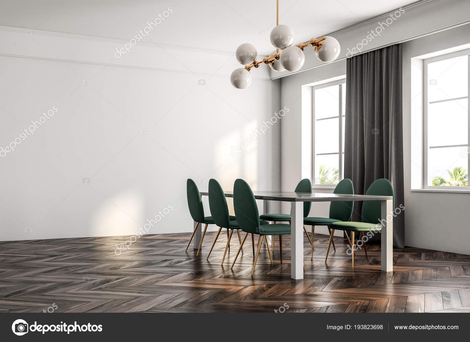 Minimalistische eetkamer interieur met een donkerhouten vloer