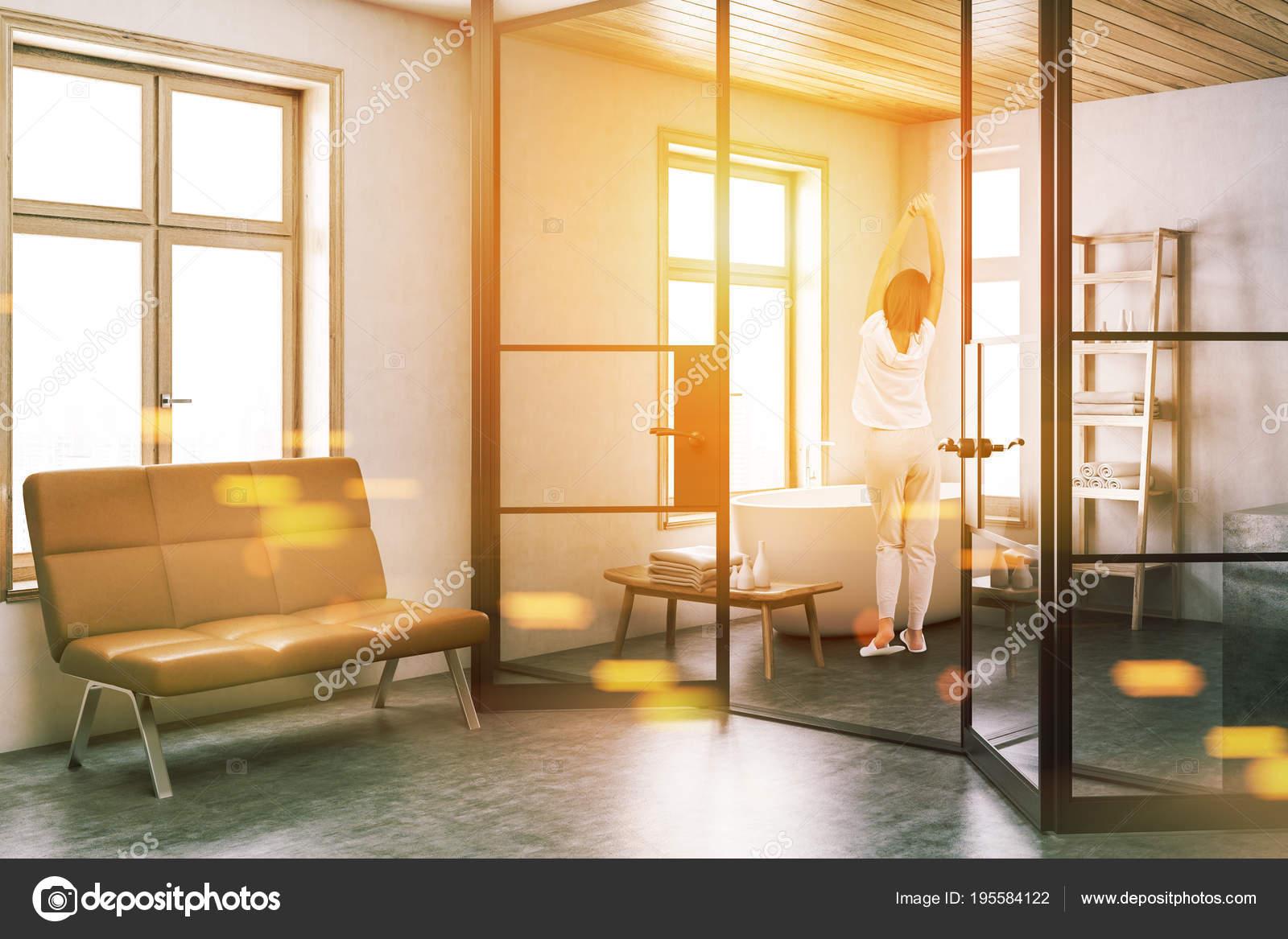 Stijlvolle witte badkamer hoek, bankje toned — Stockfoto ...