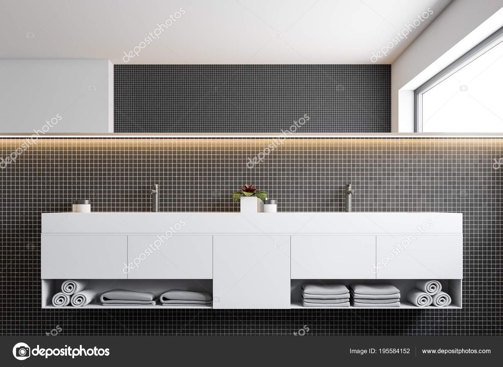 Bagno Con Mosaico Nero : Bagno in mosaico nero parete doppio lavello u foto stock