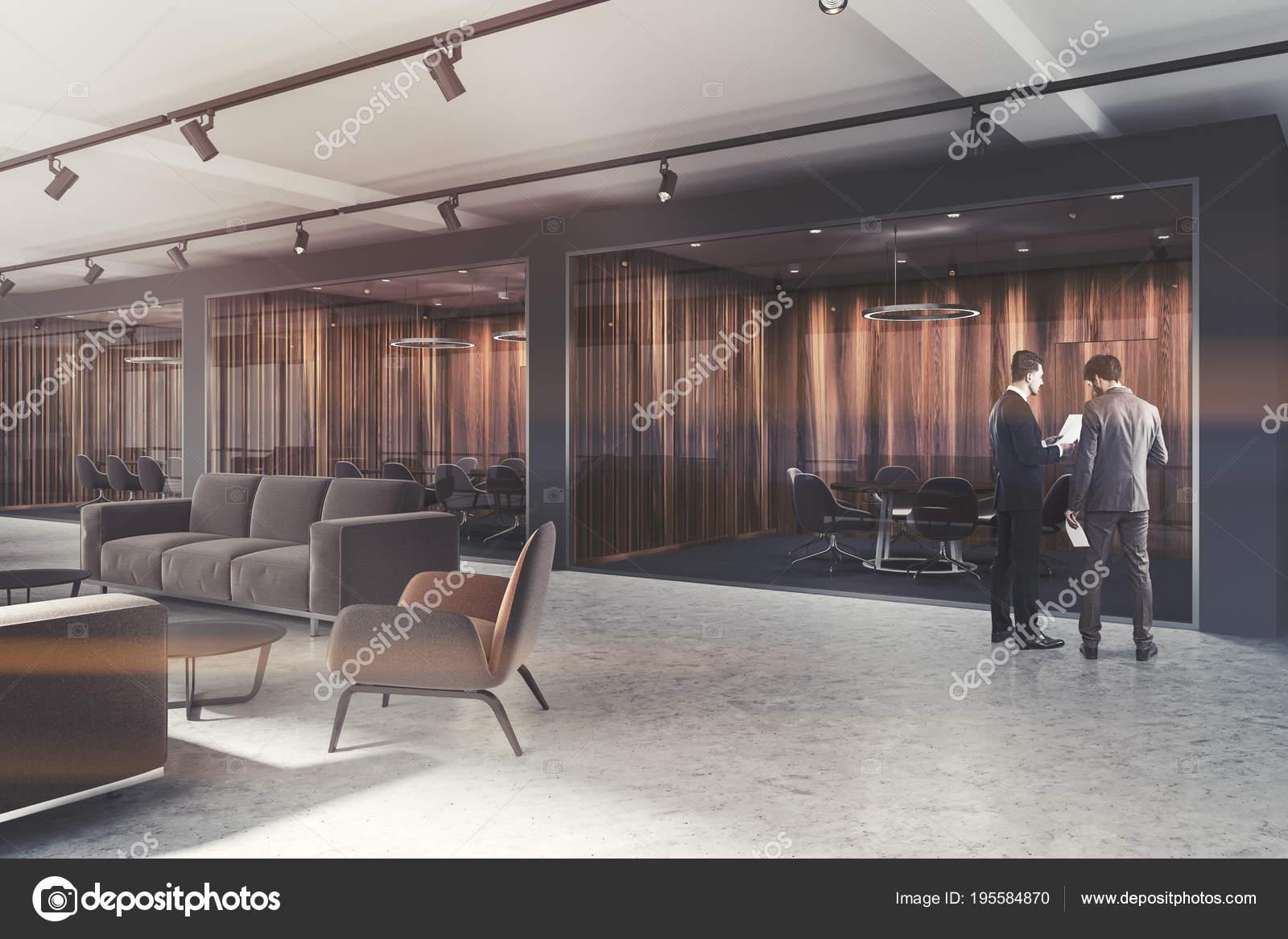 Hall de bureau de luxe salle de réunion bois foncé aux tons
