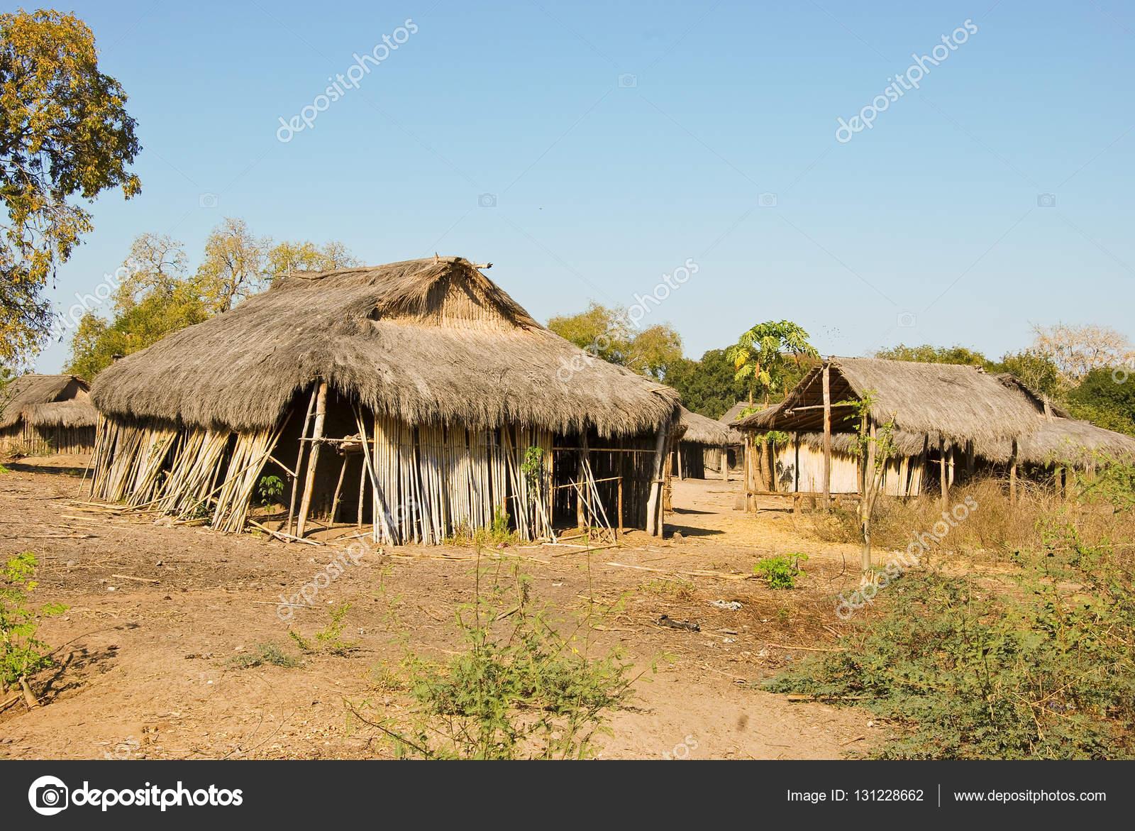 Typique village malgache hutte africaine de la pauvreté à madagascar image de dr322